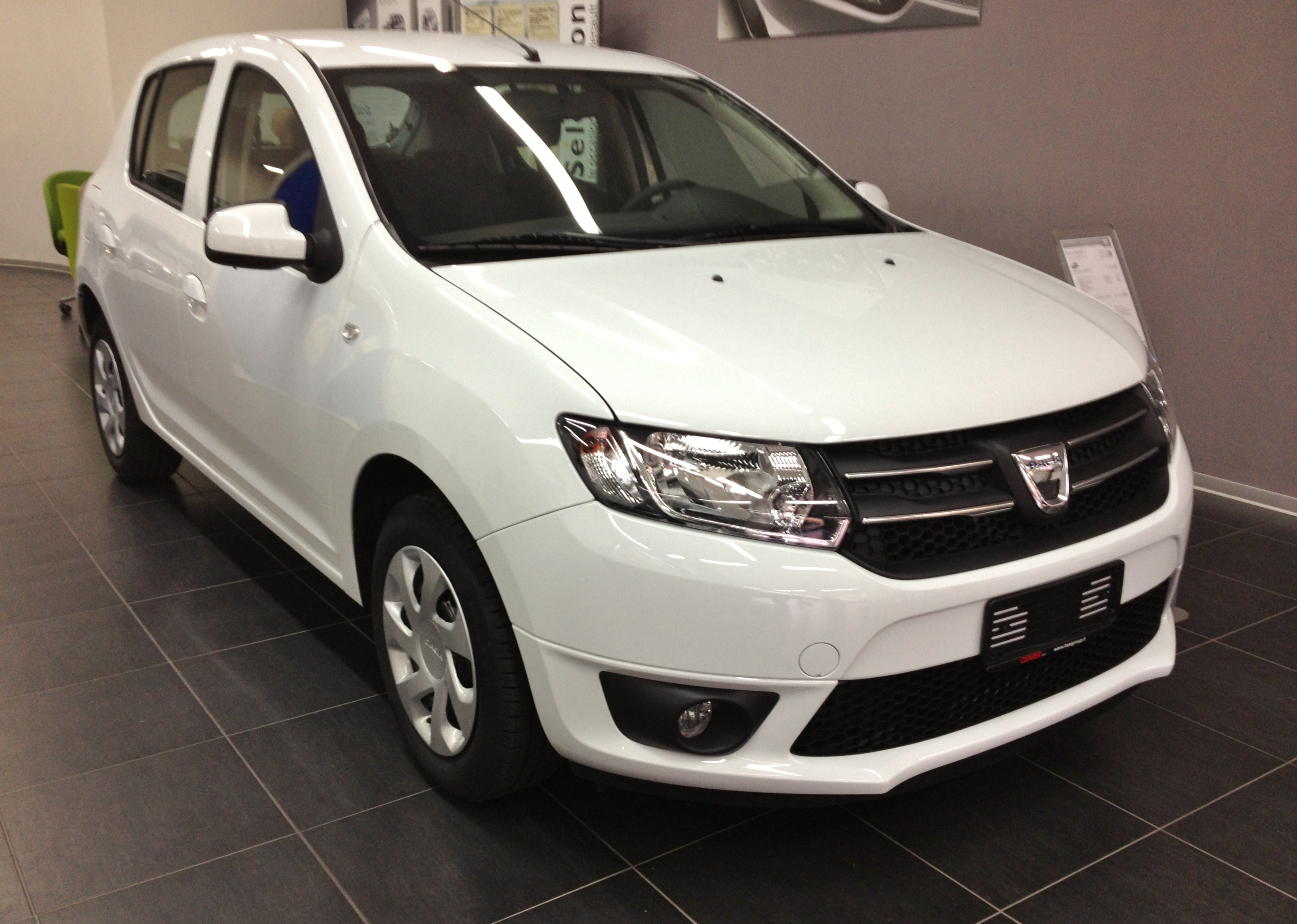 Description 2013 Dacia Sandero II front.JPG
