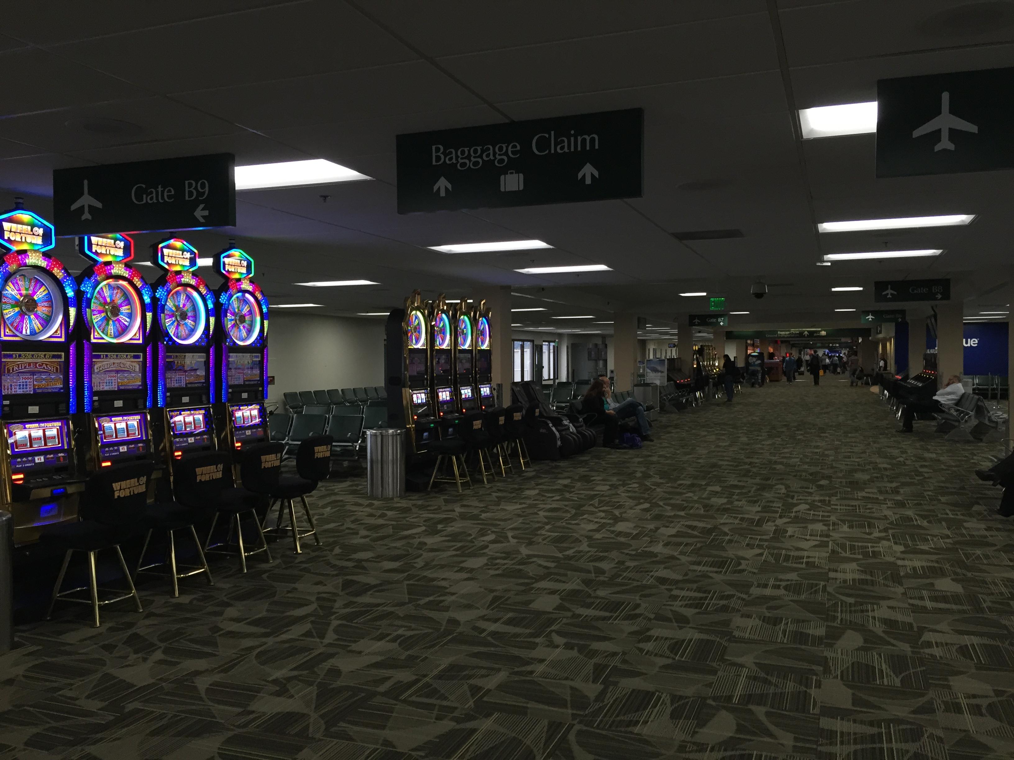 File 2015 10 27 15 49 33 concourse b at reno tahoe for Creative design interior of nevada