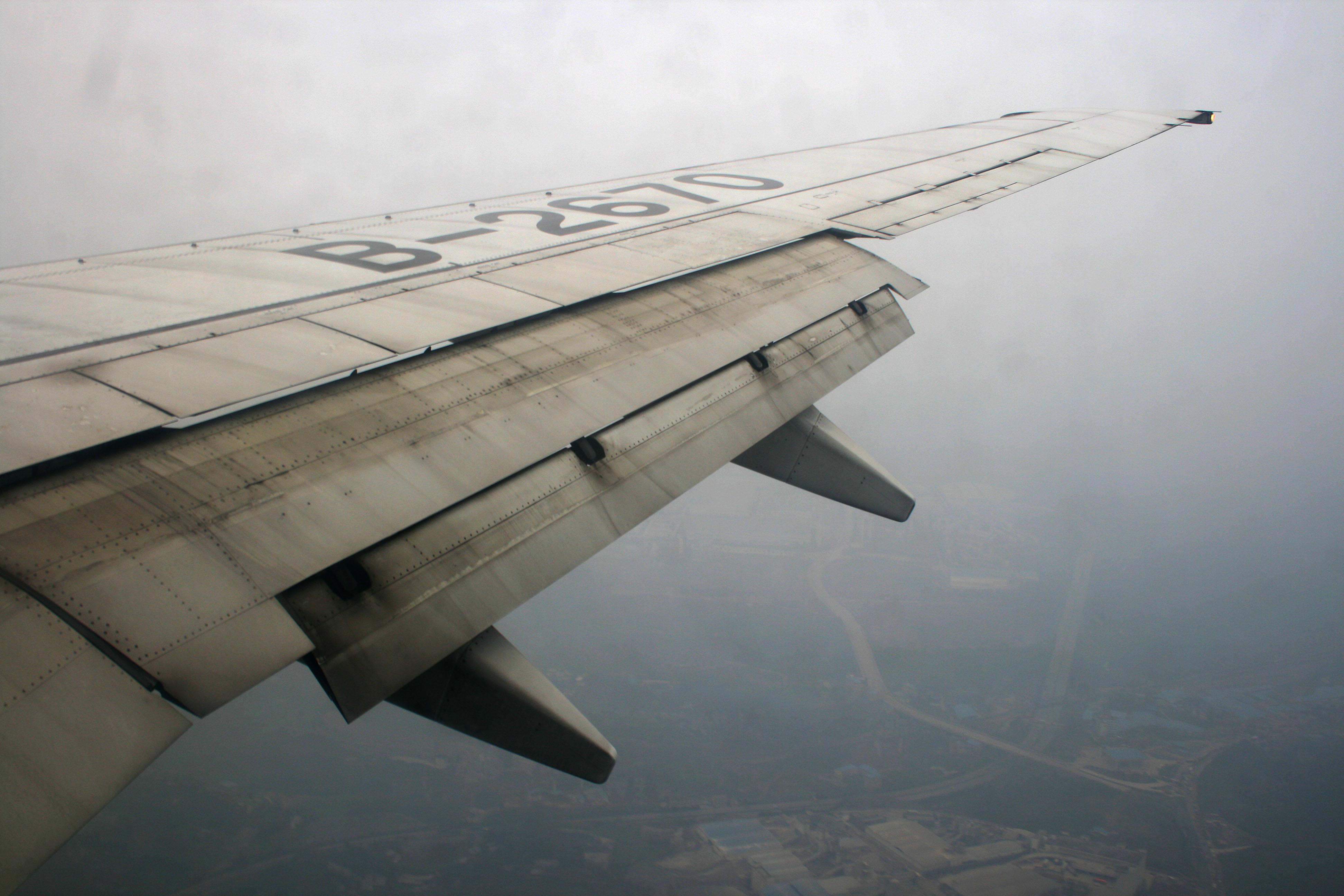 Cosas que necesitas saber de los aviones.  A_fully_extended_flap