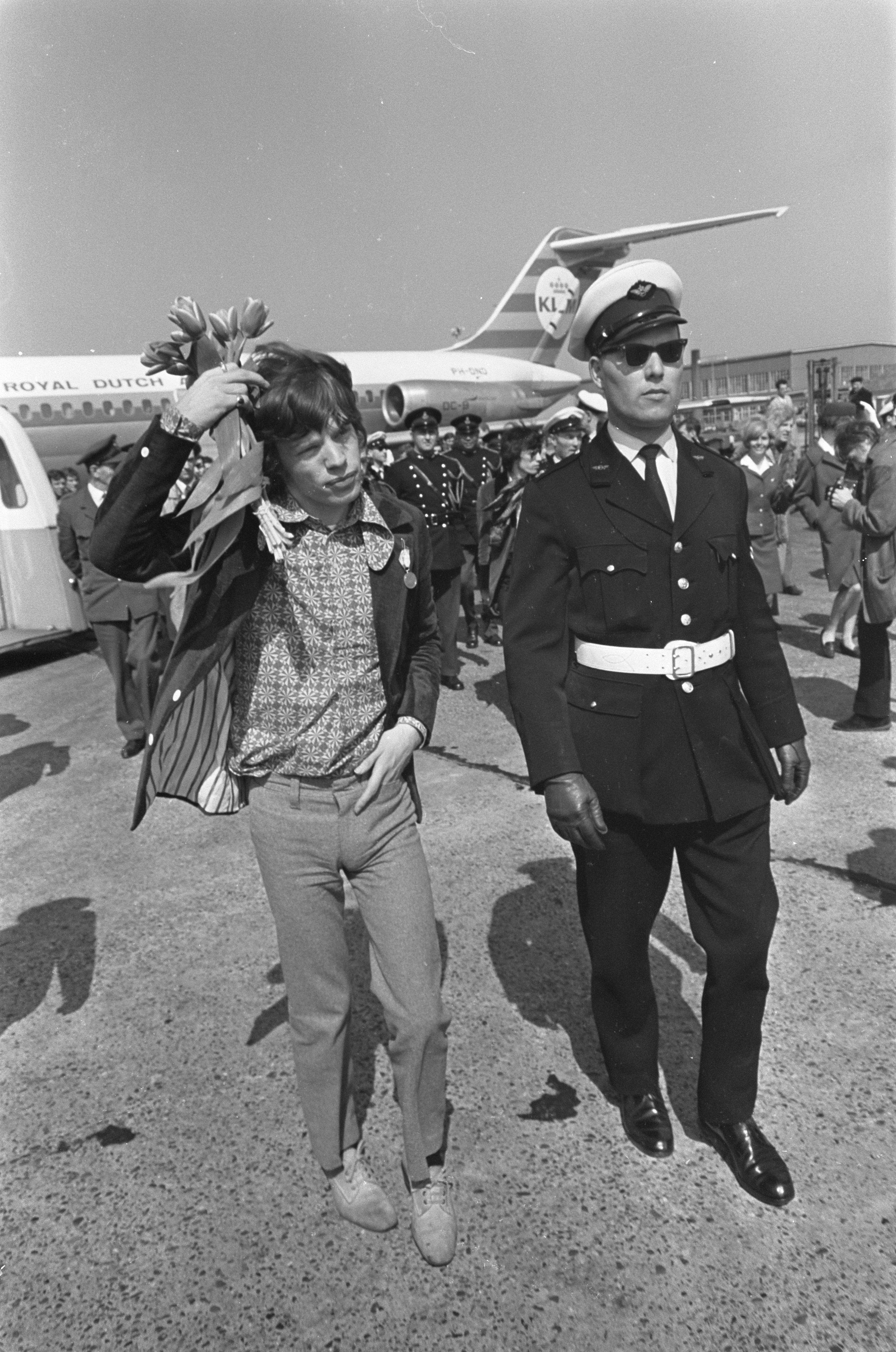 Jagger en el aeropuerto de Ámsterdam-Schiphol en 1967