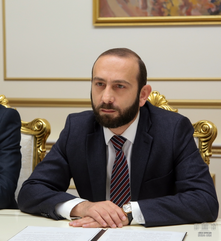 Файл:Armenian Speaker Ararat Mirzoyan, Yerevan, 25 November 2019.jpg —  Википедия