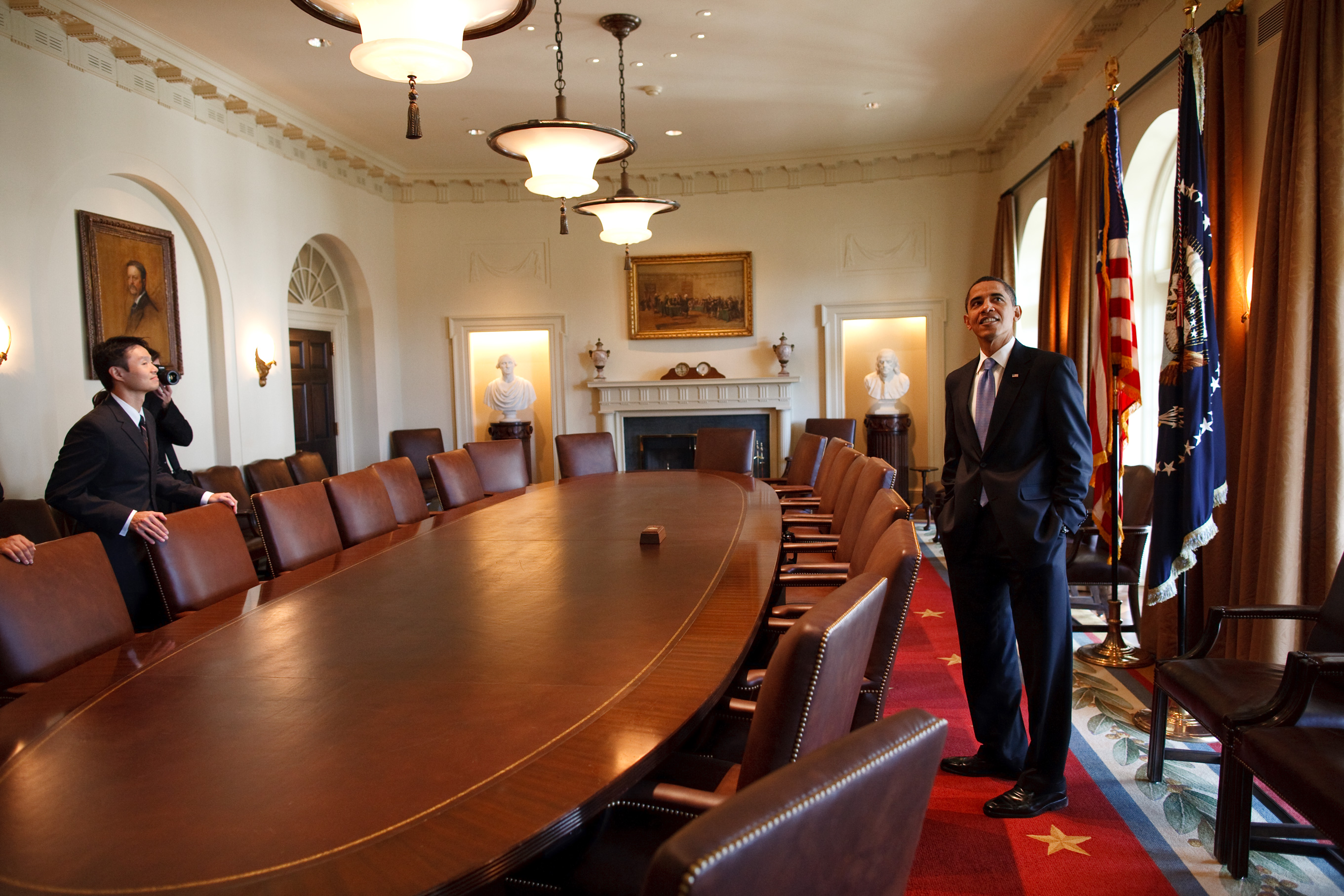 Obama And Cabinet Filebarack Obama Touring In The Cabinet Roomjpg Wikimedia Commons