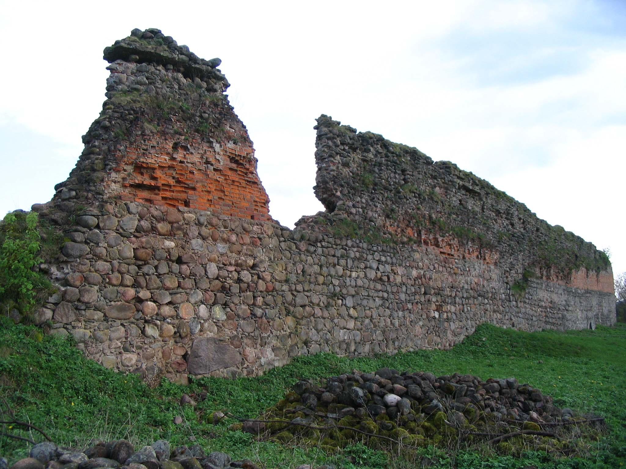 Belarus-Kreva Castle-Wall.jpg