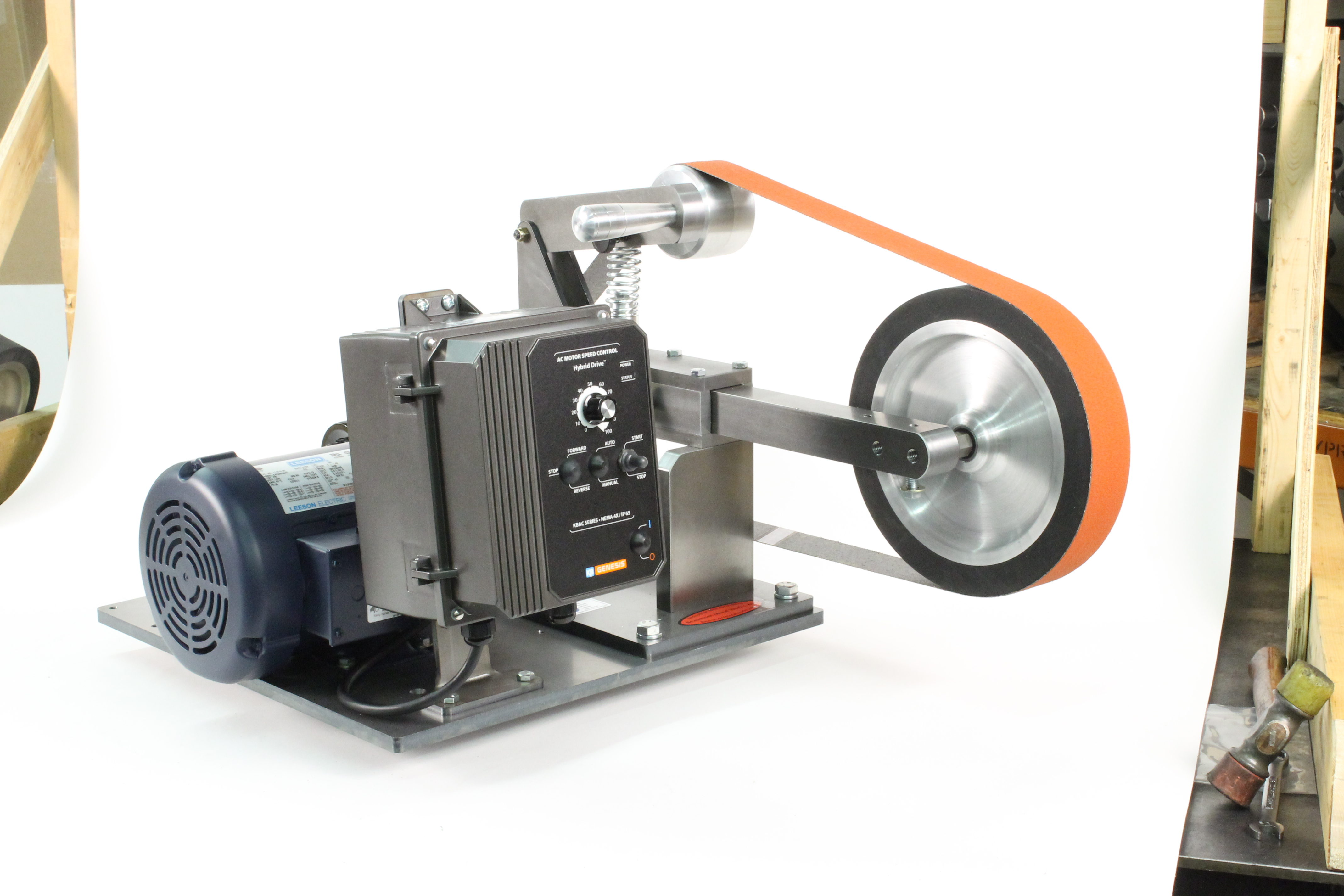 File:Belt grinder with a variable speed motor controller. .jpg - Wikimedia  Commons