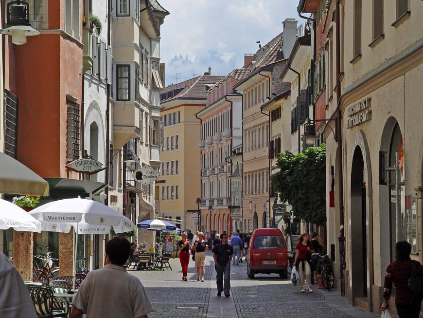 File bolzano via dei portici wikimedia for Hotel a bressanone centro storico