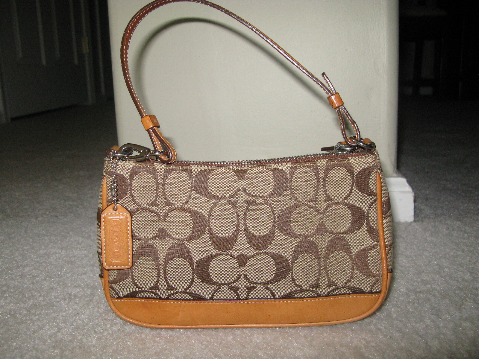 Purse : File:Brown coach purse.JPG - Wikimedia Commons