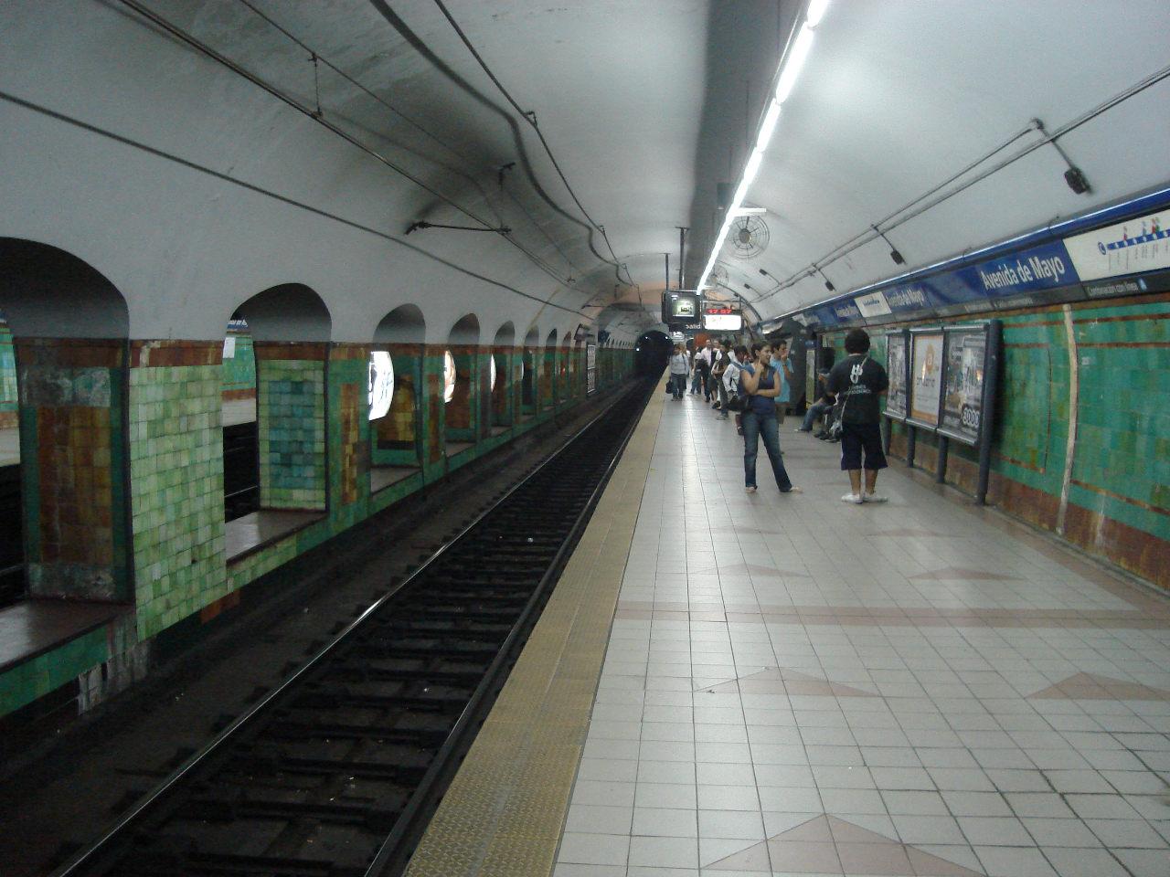 Station Avenida de Mayo - Almagro - peintures