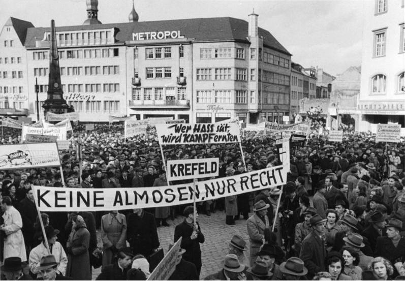 Datei:Bundesarchiv B 145 Bild-F000016-0645, Bonn, Demonstration von Vertriebenenverbänden.jpg