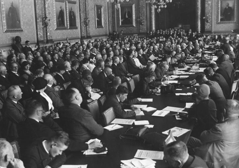 Reichsführertagung der DNVP 1932, Geheimrat Reinhold Quaatz hält eine Rede