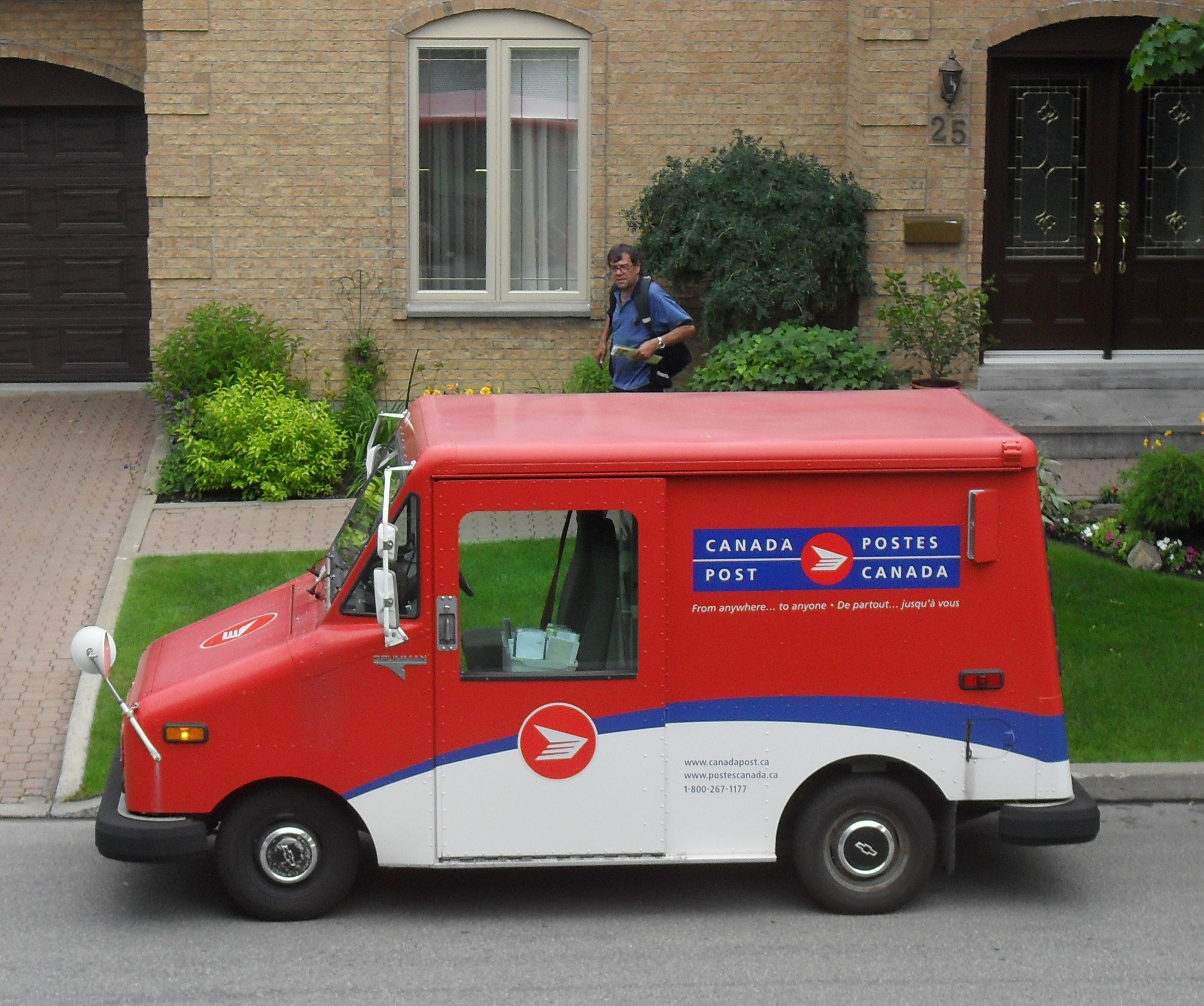 Canada Post Threatens Friday Work Stoppage for Mail Carriers