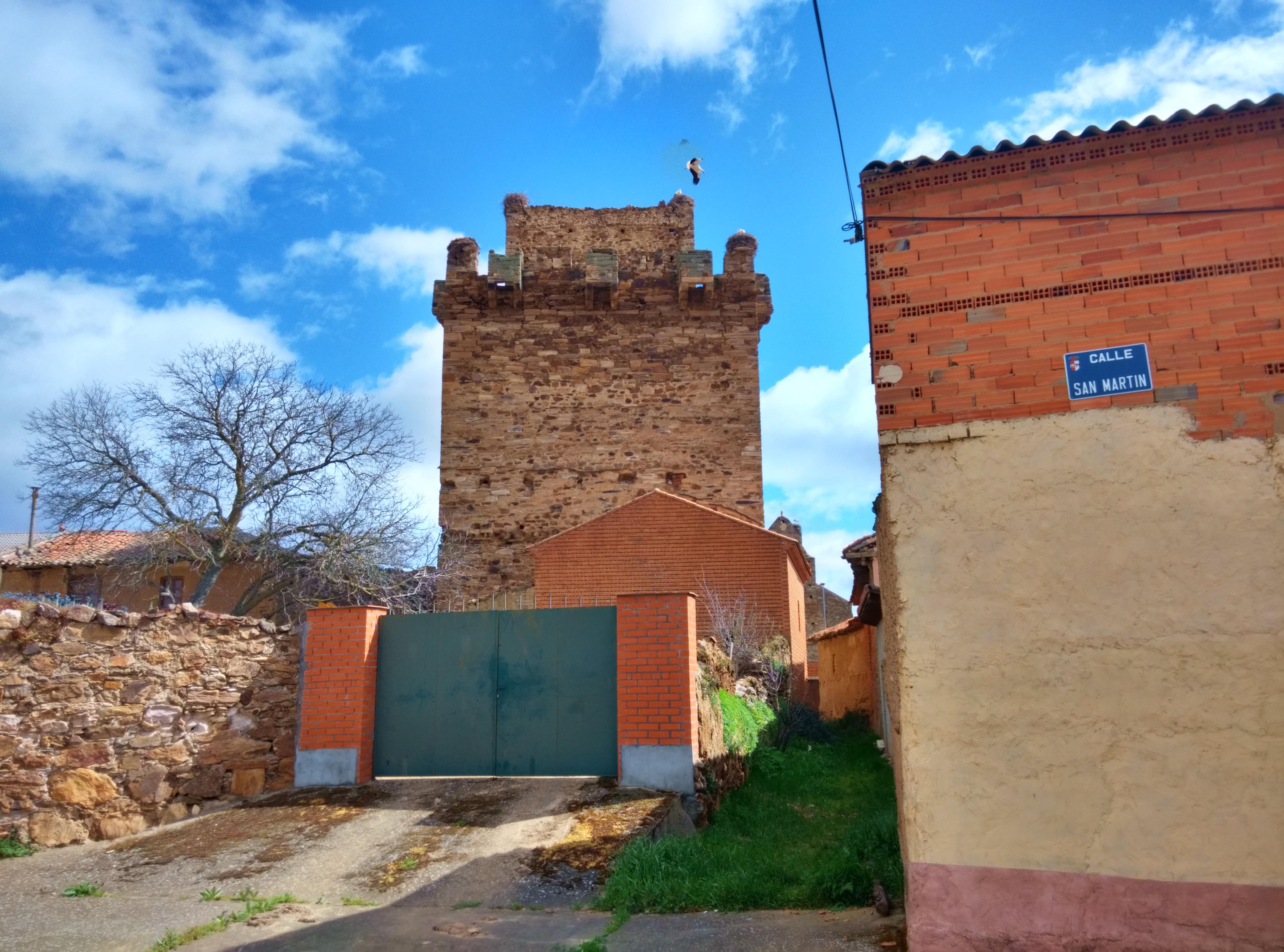 Archivo:Castillo de Quintana del Marco 02.jpg - Wikipedia, la ...
