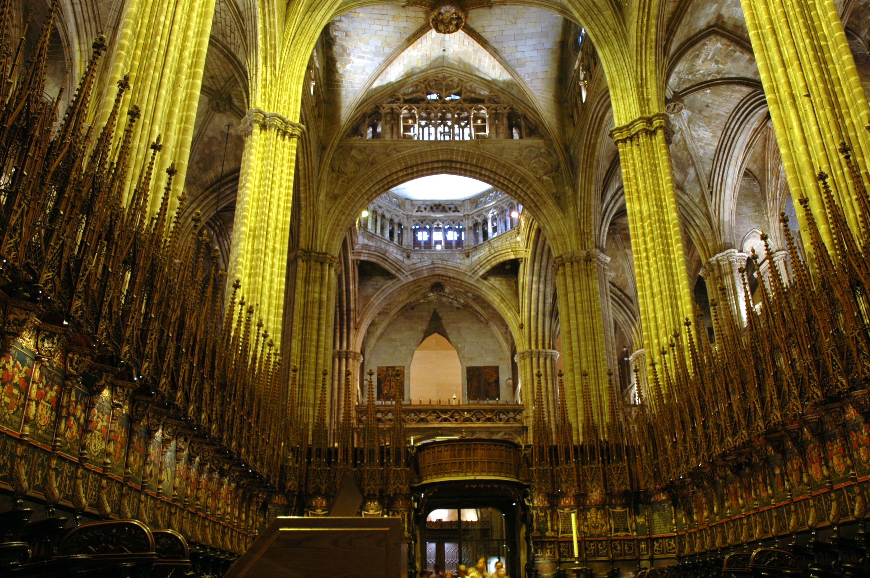 file catedral de barcelona interior4 jpg wikimedia commons
