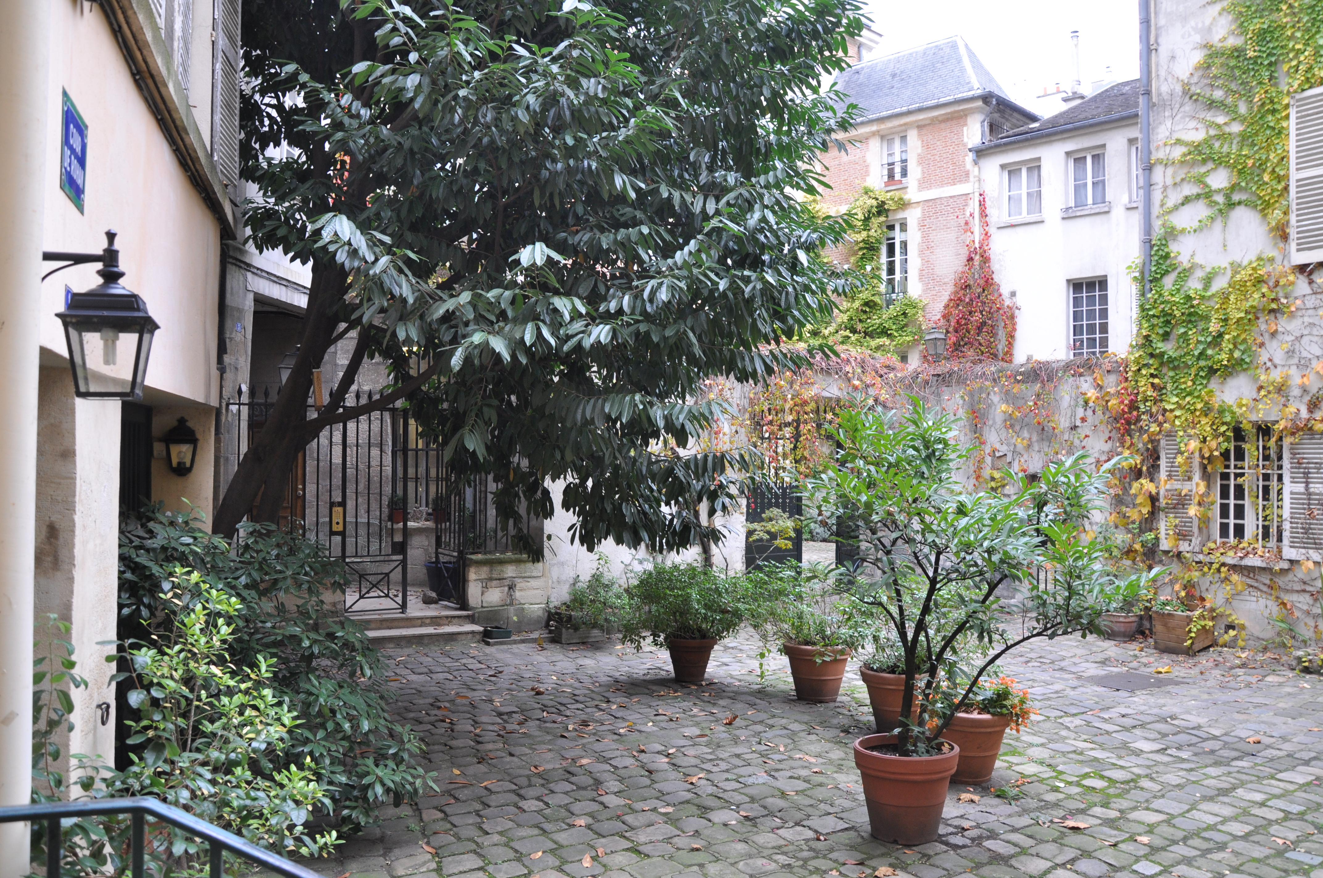 File Cour De Rohan Courtyard In Paris France Jpg