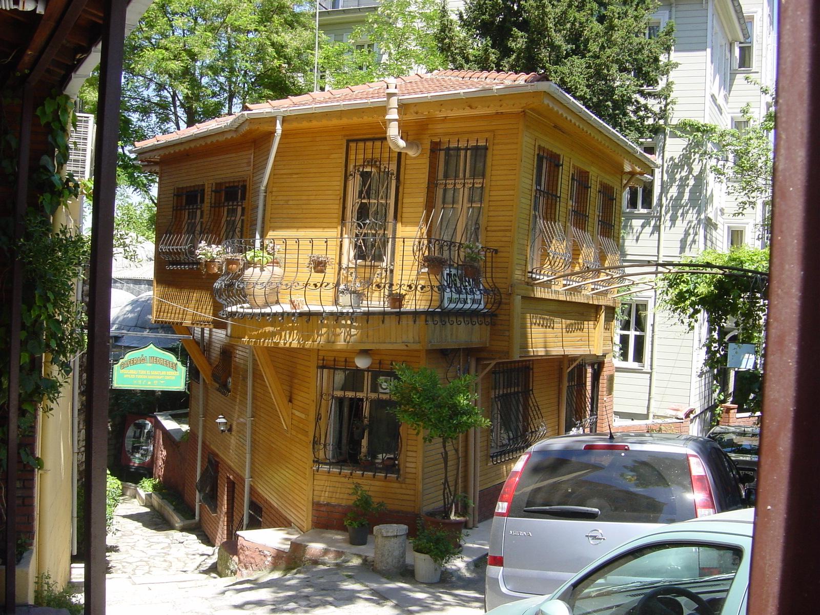 Giardini case moderne free gli svantaggi di una casa con for Case in legno svantaggi