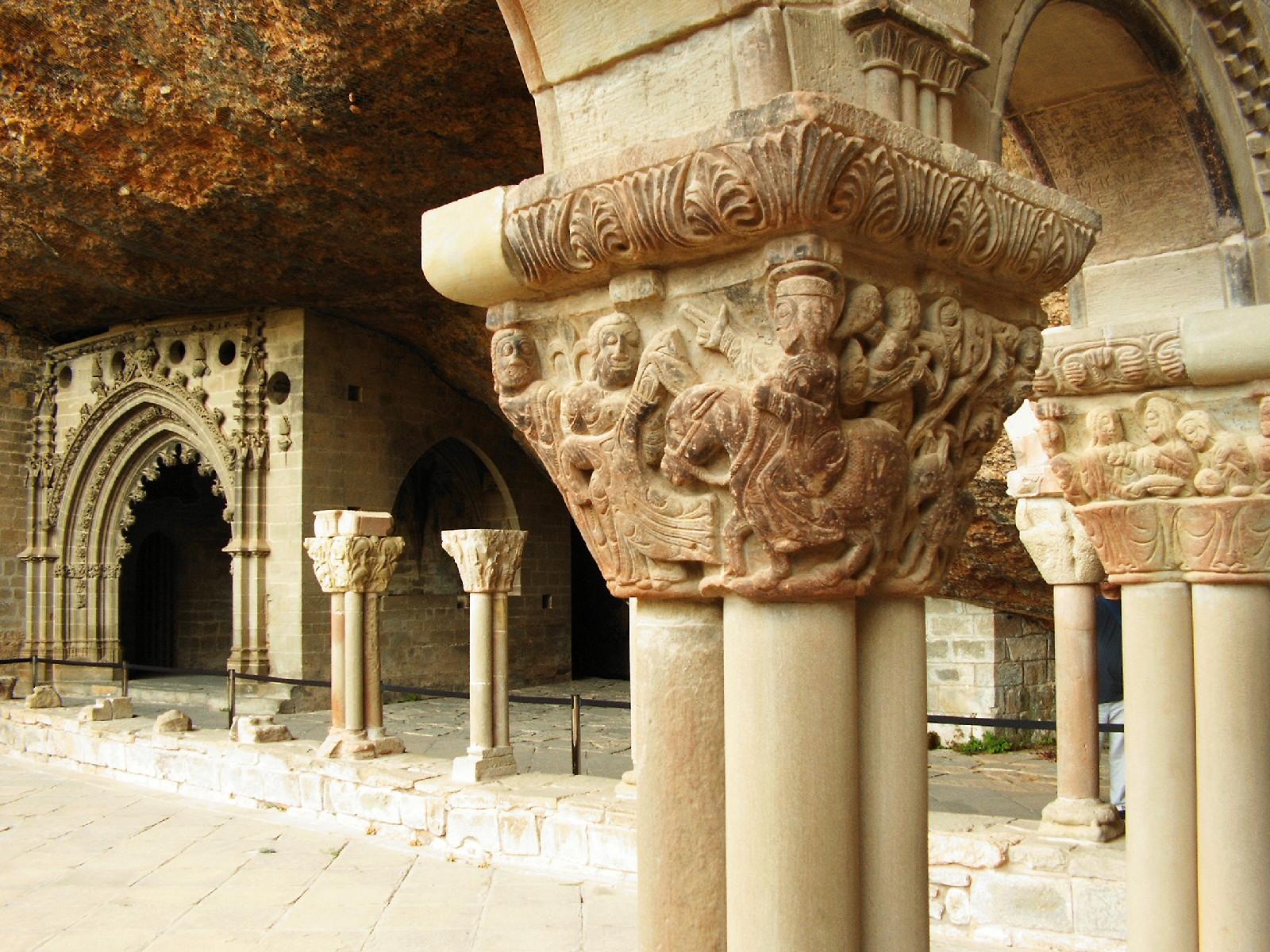 File detalle de un capitel del claustro del monasterio de san juan de