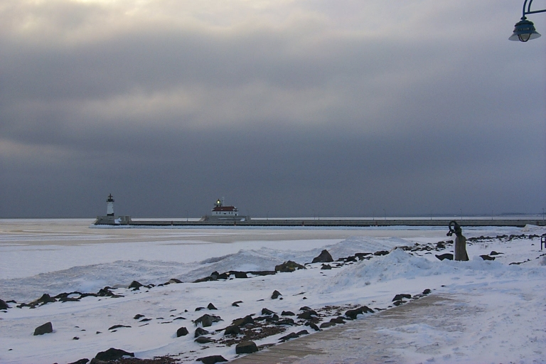 File:Duluth Lighthouse in Winter (379119355).jpg
