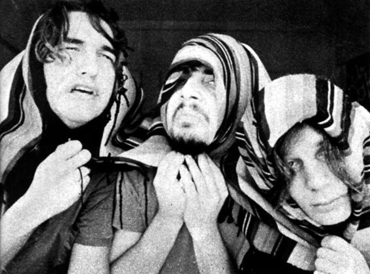 Edelmiro Molinari, Pappo y Claudio Gabis. Foto de José Luis Perotta para el reportaje de Sergio Makaroff en Revista Cronopios (1970).