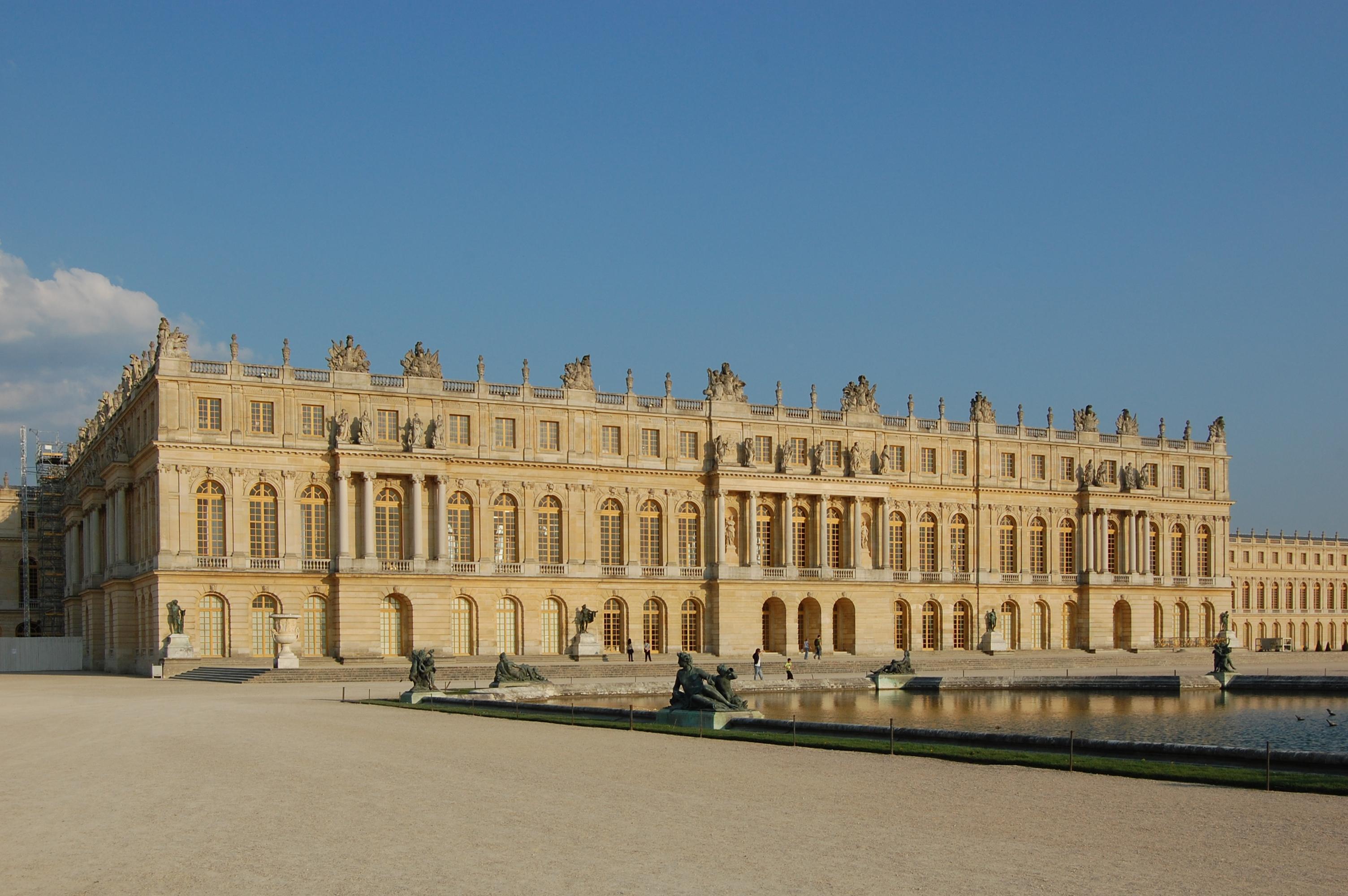 File facade principale du ch teau de versailles c t jardins dsc wikimedia commons for Jardin chateau de versailles