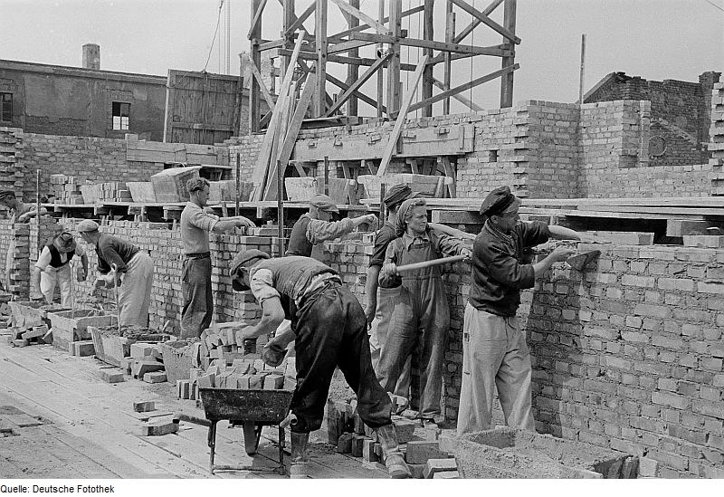 Fotothek df roe-neg 0006285 001 Maurer bei der Arbeit auf der Baustelle Straße d
