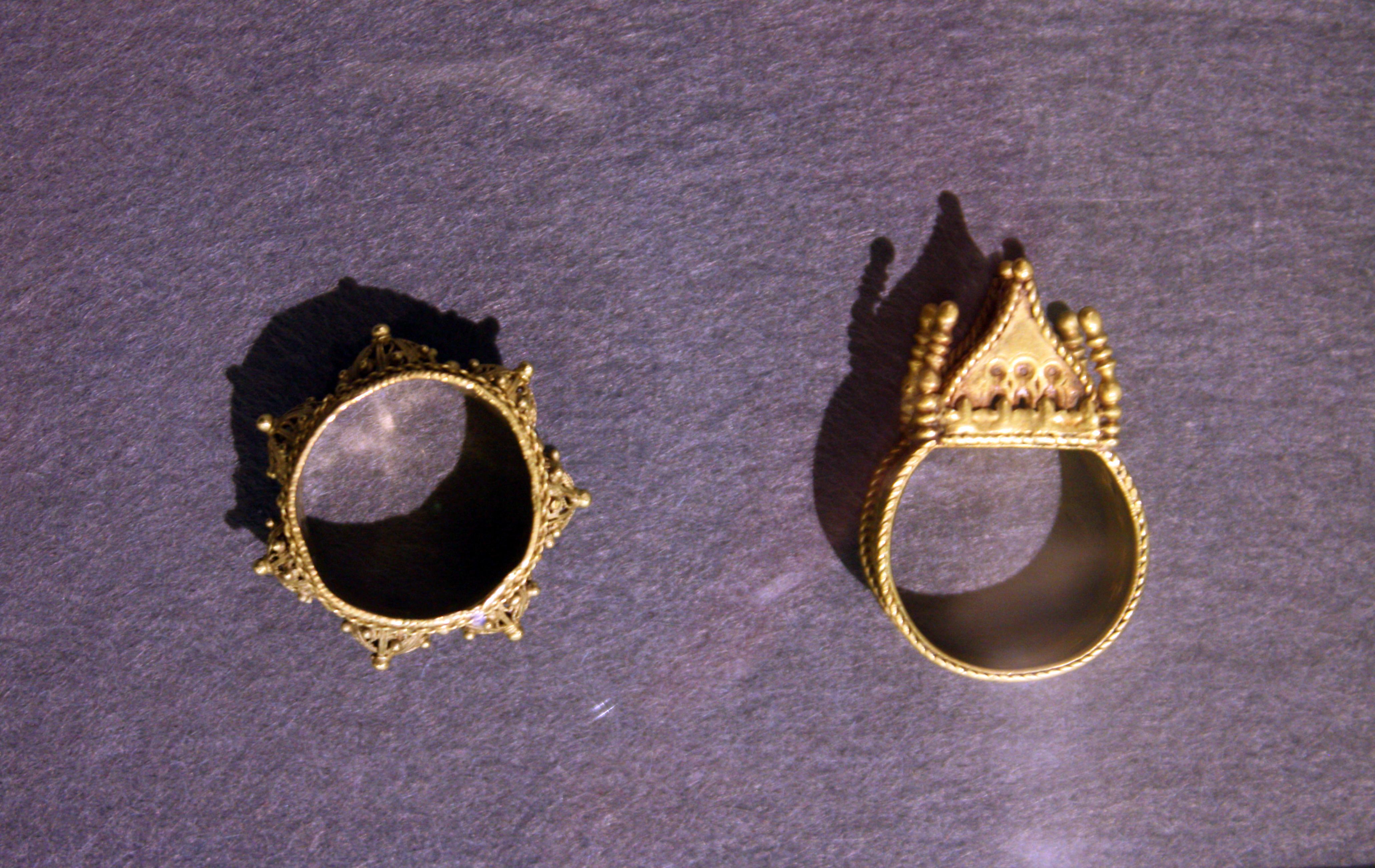 Datei Goldschmiedearbeit Traditioneller Judischer Hochzeitsringe Jpg