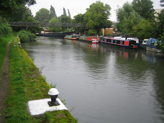 Grand Union Canal in Brentford - geograph.org.uk - 537249