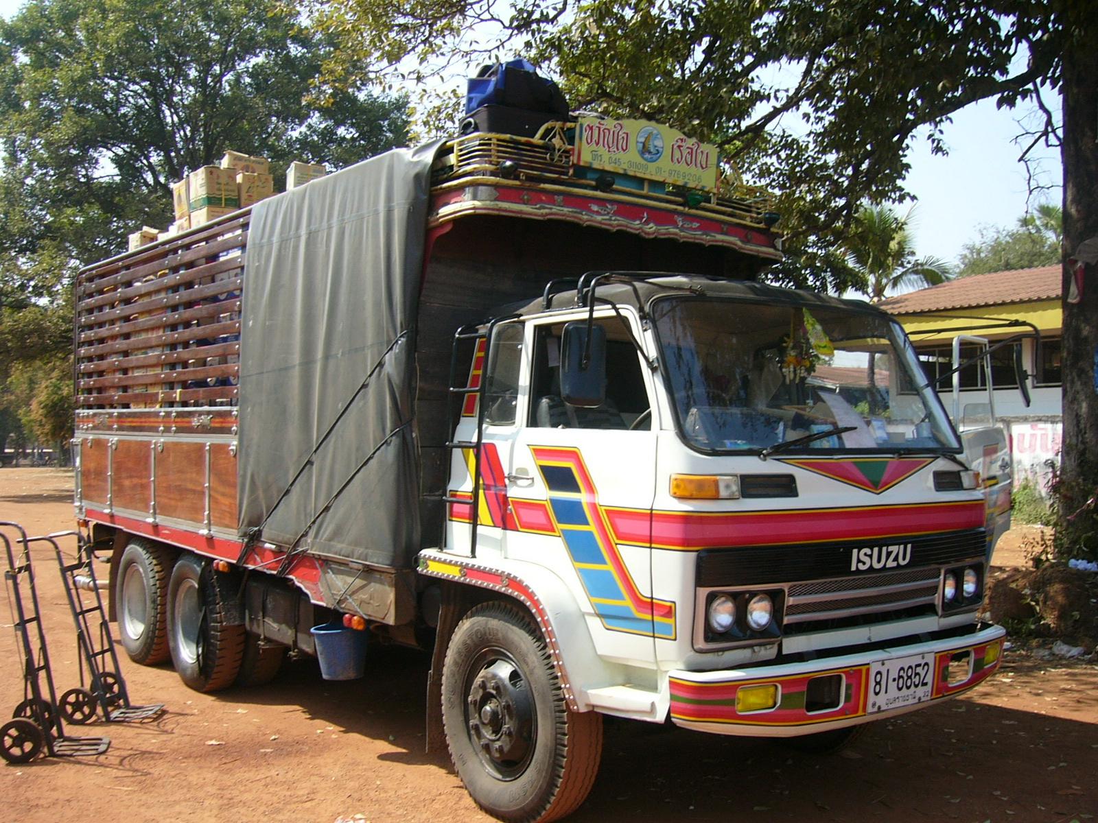 File:Isuzu Commercial Truck.front Thai.JPG