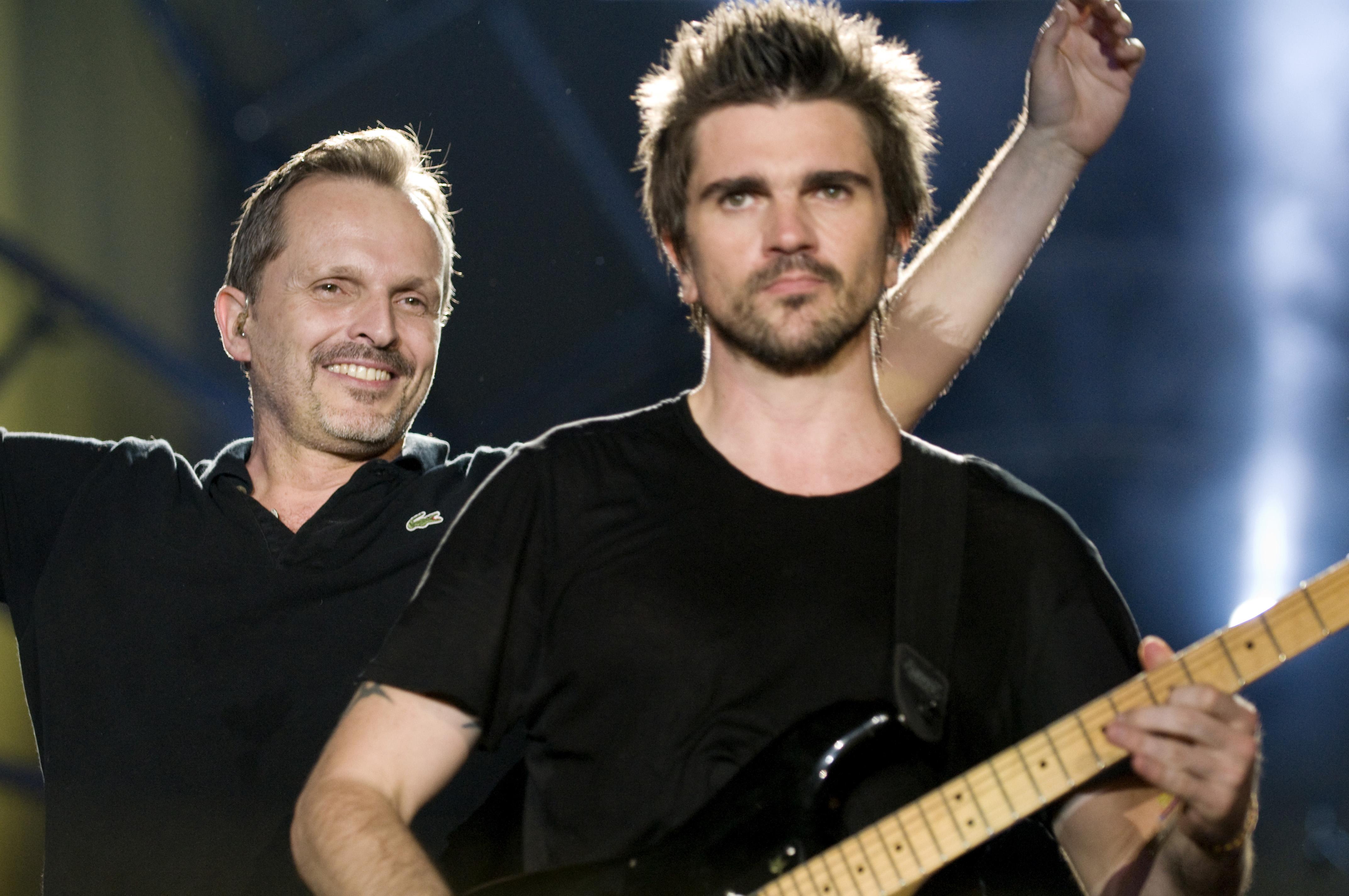Juanes con Miguel Bosé.