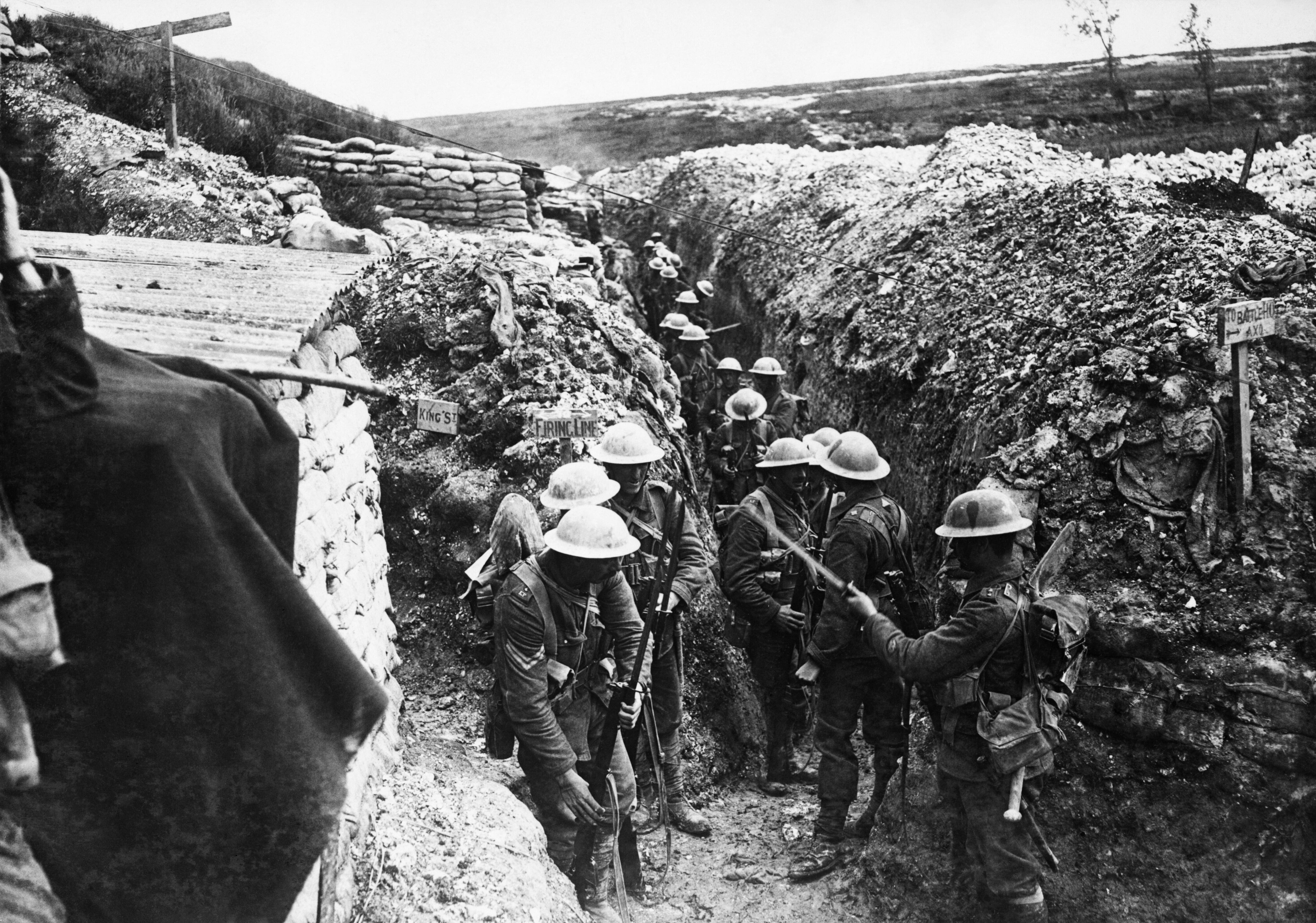 ملخص ساحه الحرب الاوروبيه في الحرب العالميه الاولى  Lancashire_Fusiliers_trench_Beaumont_Hamel_1916