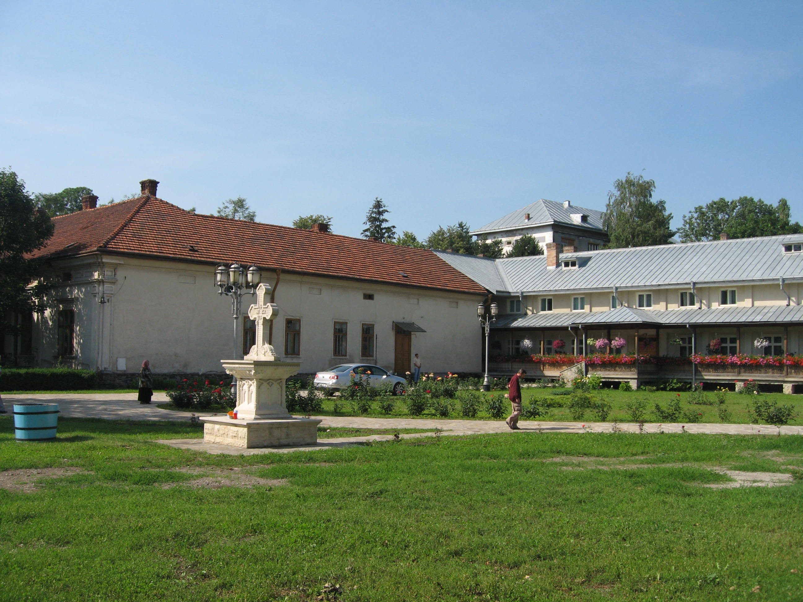 Fişier:Mănăstirea Bogdana15.jpg
