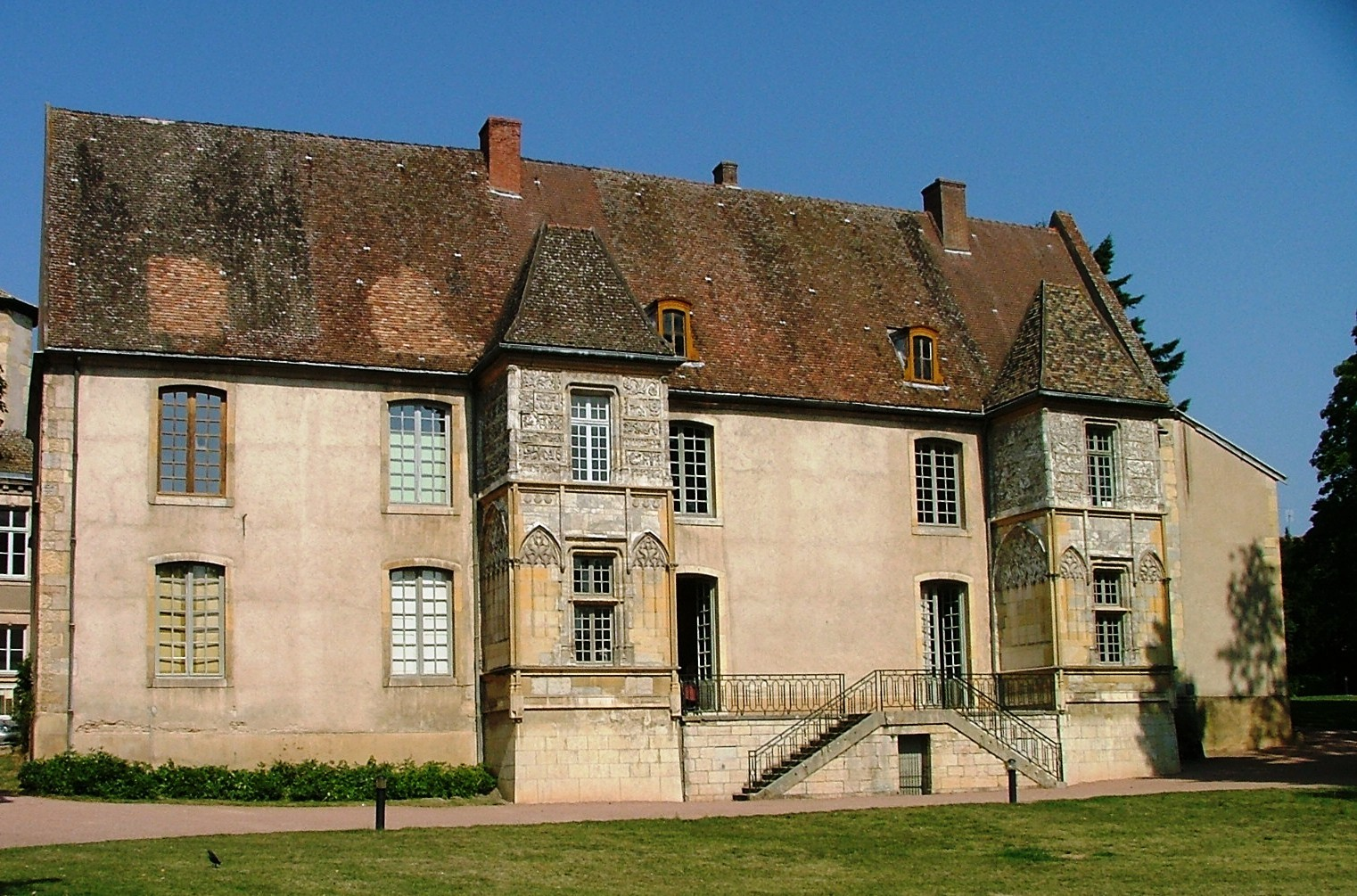 File Mairie Cluny Vue Arriere Jpg Wikimedia Commons
