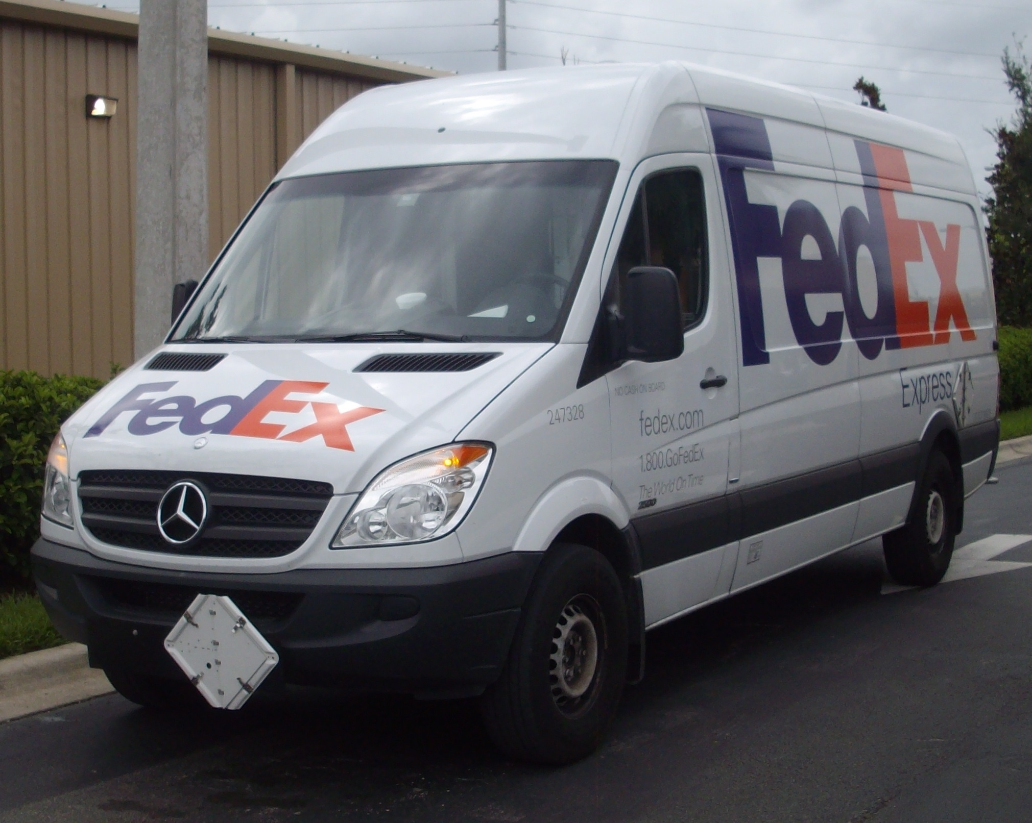 Fedex corporation nyse fdx wall street roundup is for Mercedes benz credit corp