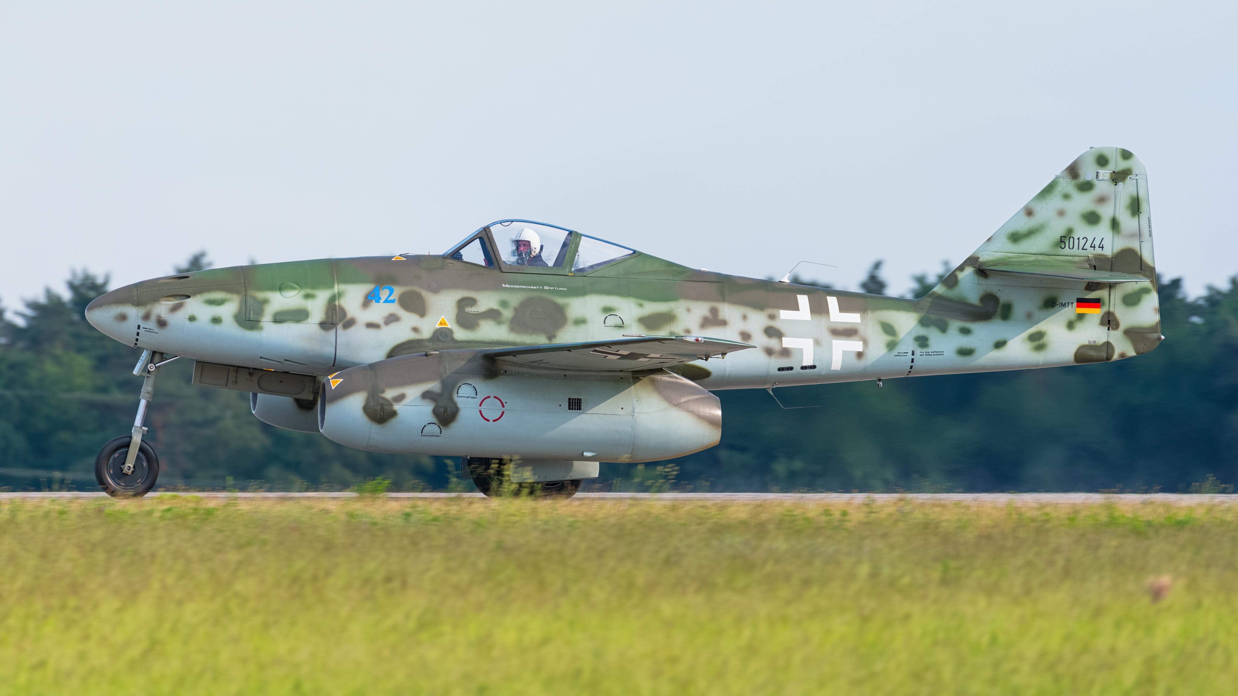 File:Messerschmitt Me 262 B1-A D-IMTT 501244 replica ILA Berlin 2016