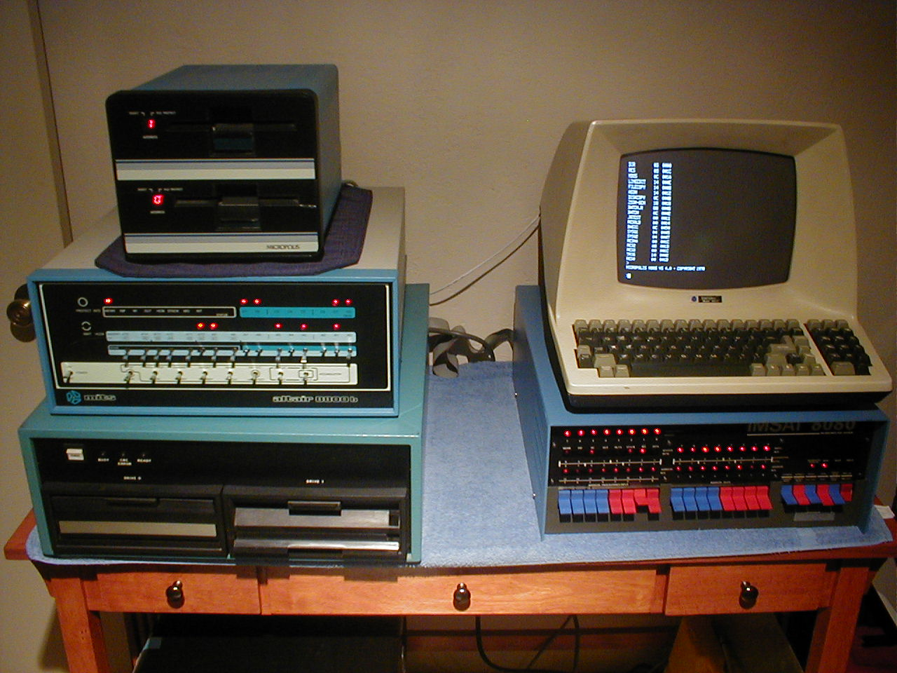 microcomputers A minicomputer, or colloquially mini, is a class of smaller computers that was developed in the mid-1960s and sold for much less than mainframe and mid-size computers from ibm and its direct competitors.