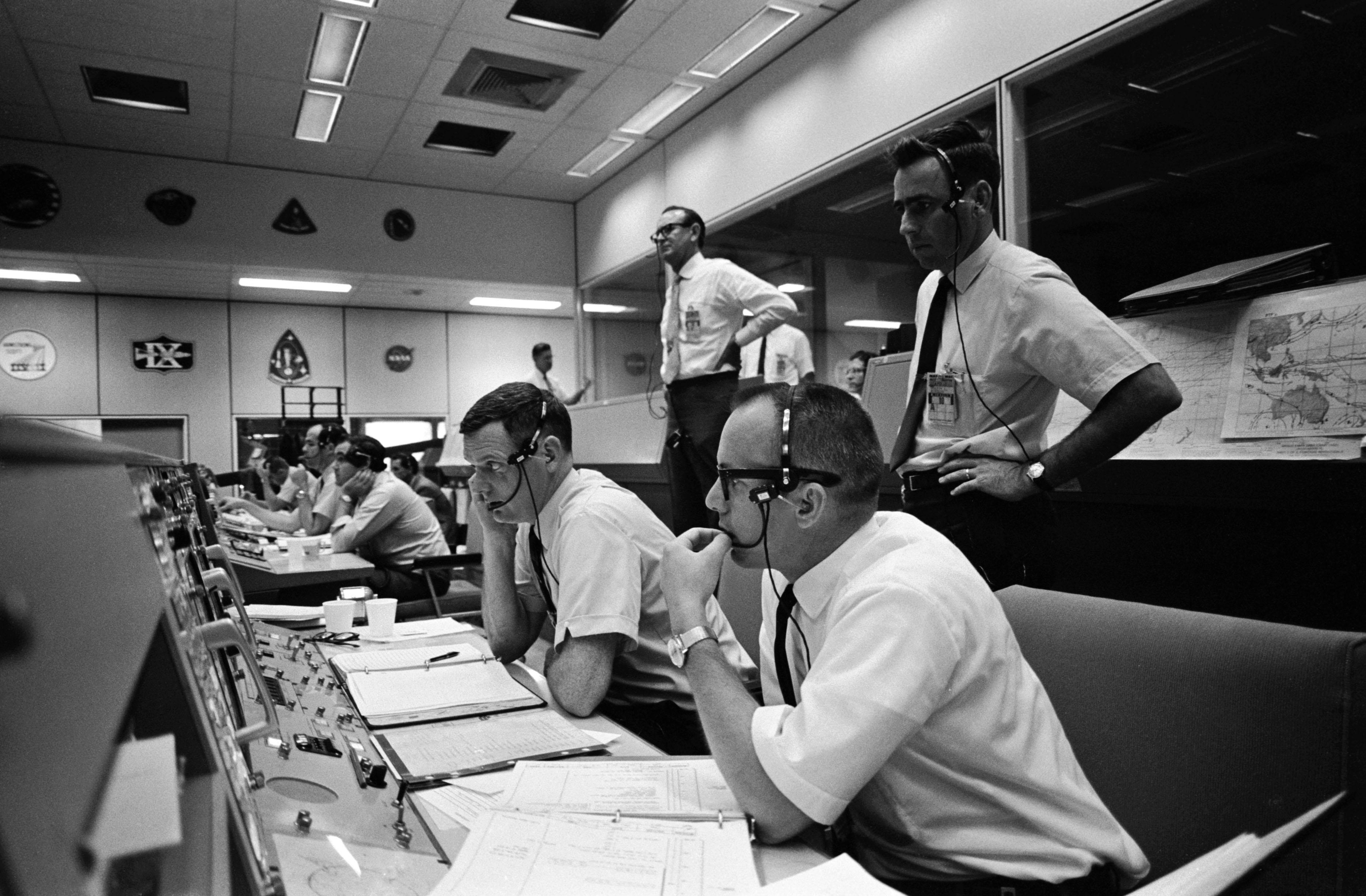 File:Mission Control during Apollo 10 (23658364679).jpg ...