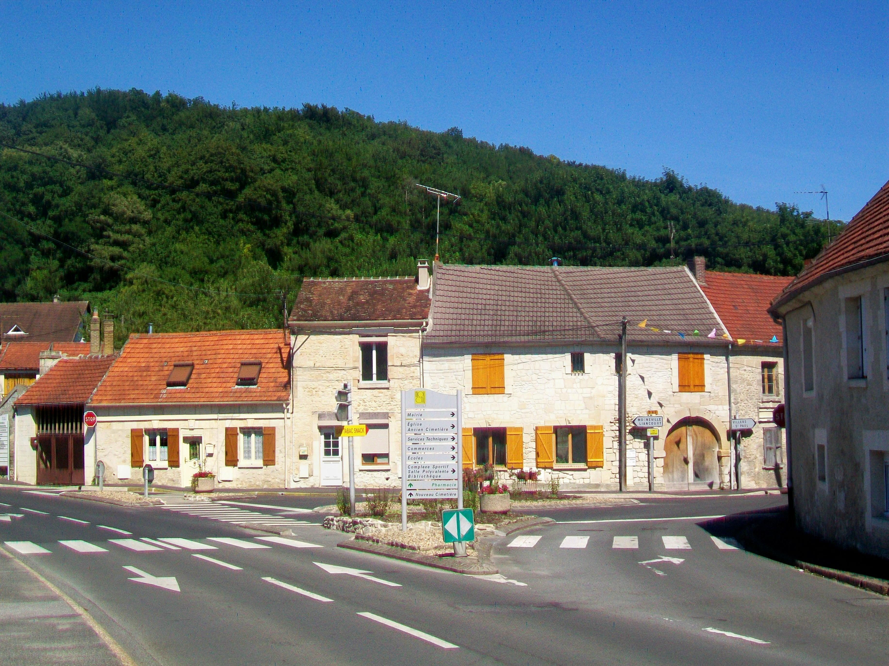 File Monchy Saint Eloi 60 Place Publique Jpg Wikimedia Commons