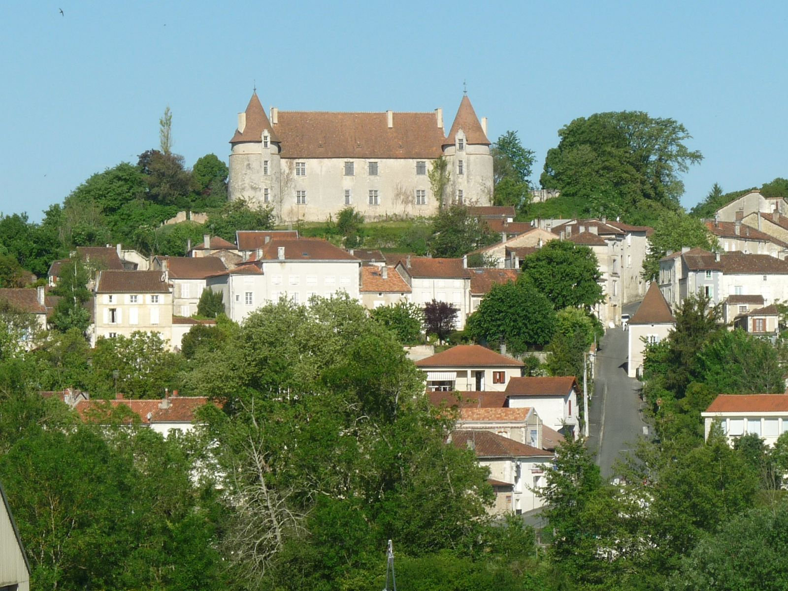 Montmoreau et son château