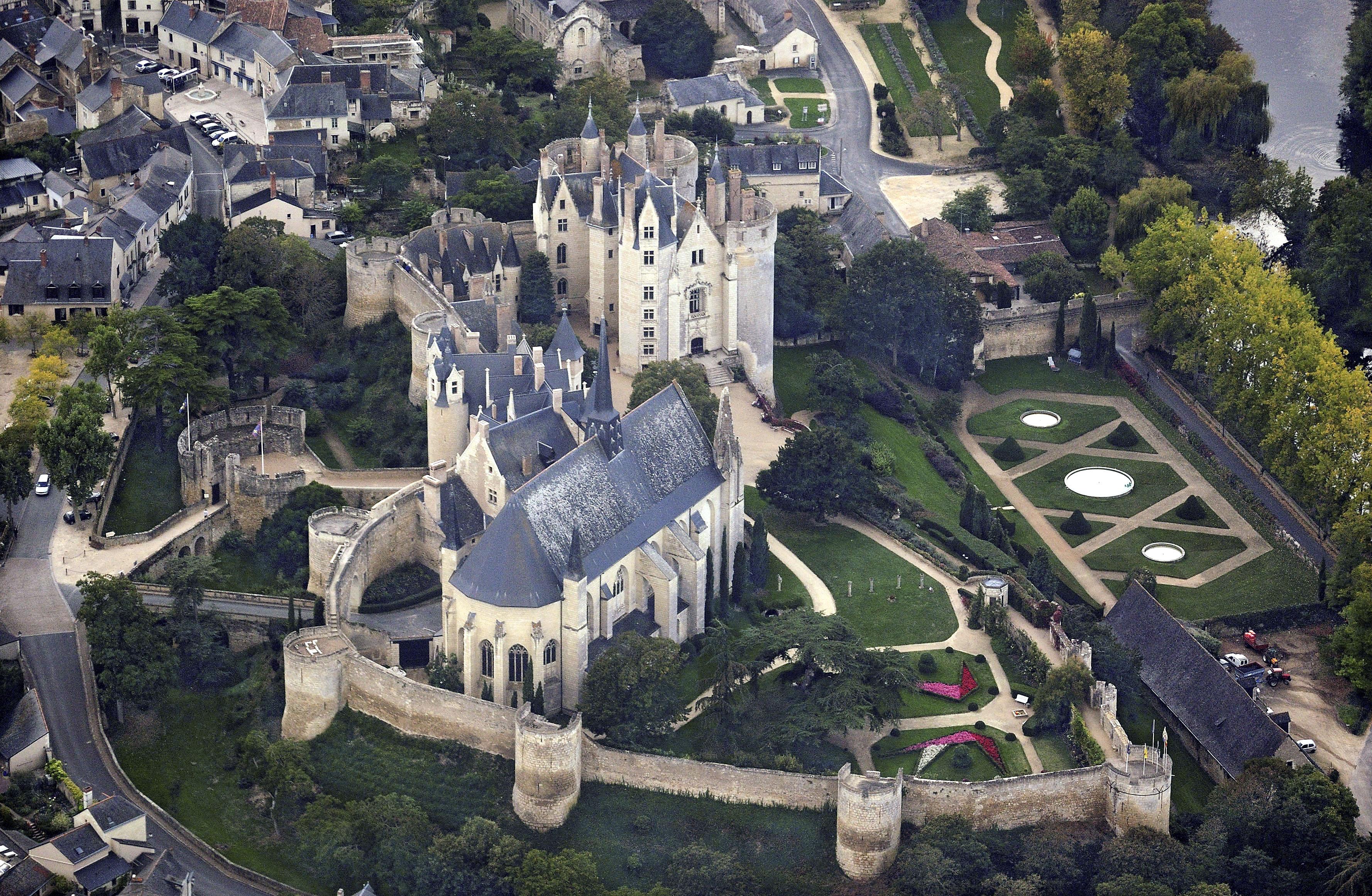 File montreuil bellay castle aerial view - Office du tourisme de montreuil sur mer ...