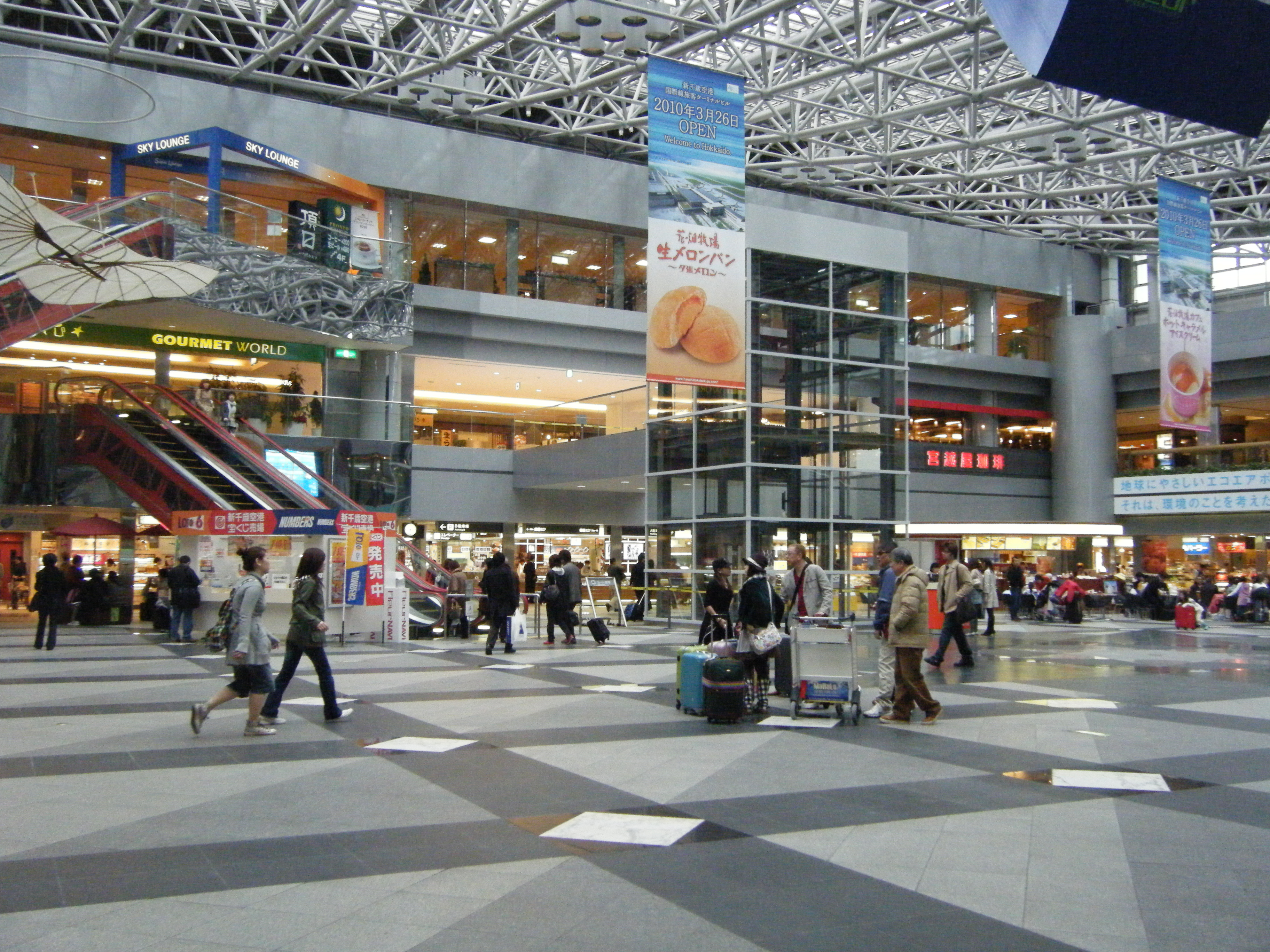 File:New Chitose Airport inside.jpg - Wikimedia Commons