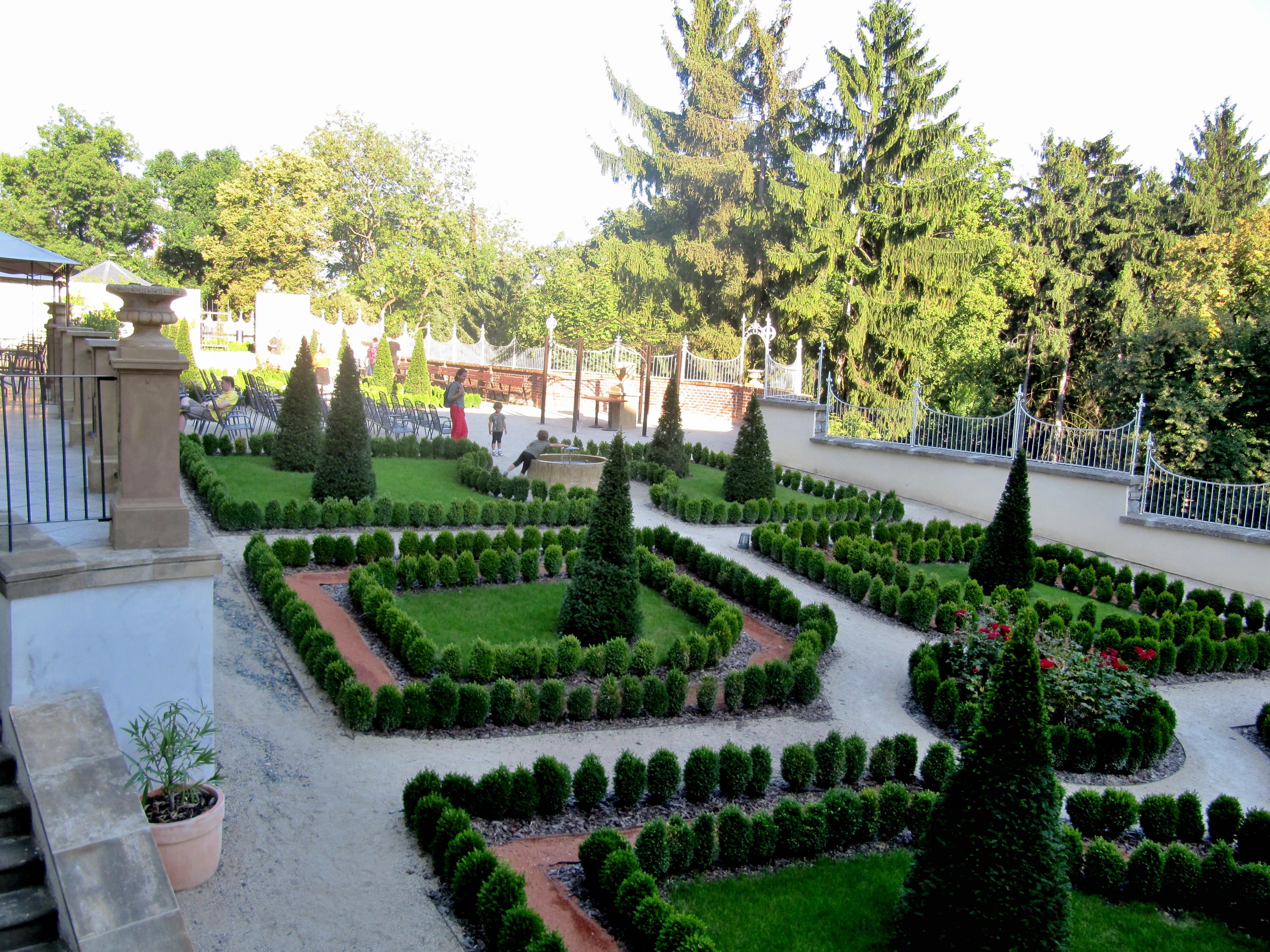File:Olomouc, Parkánové zahrady (1).jpg