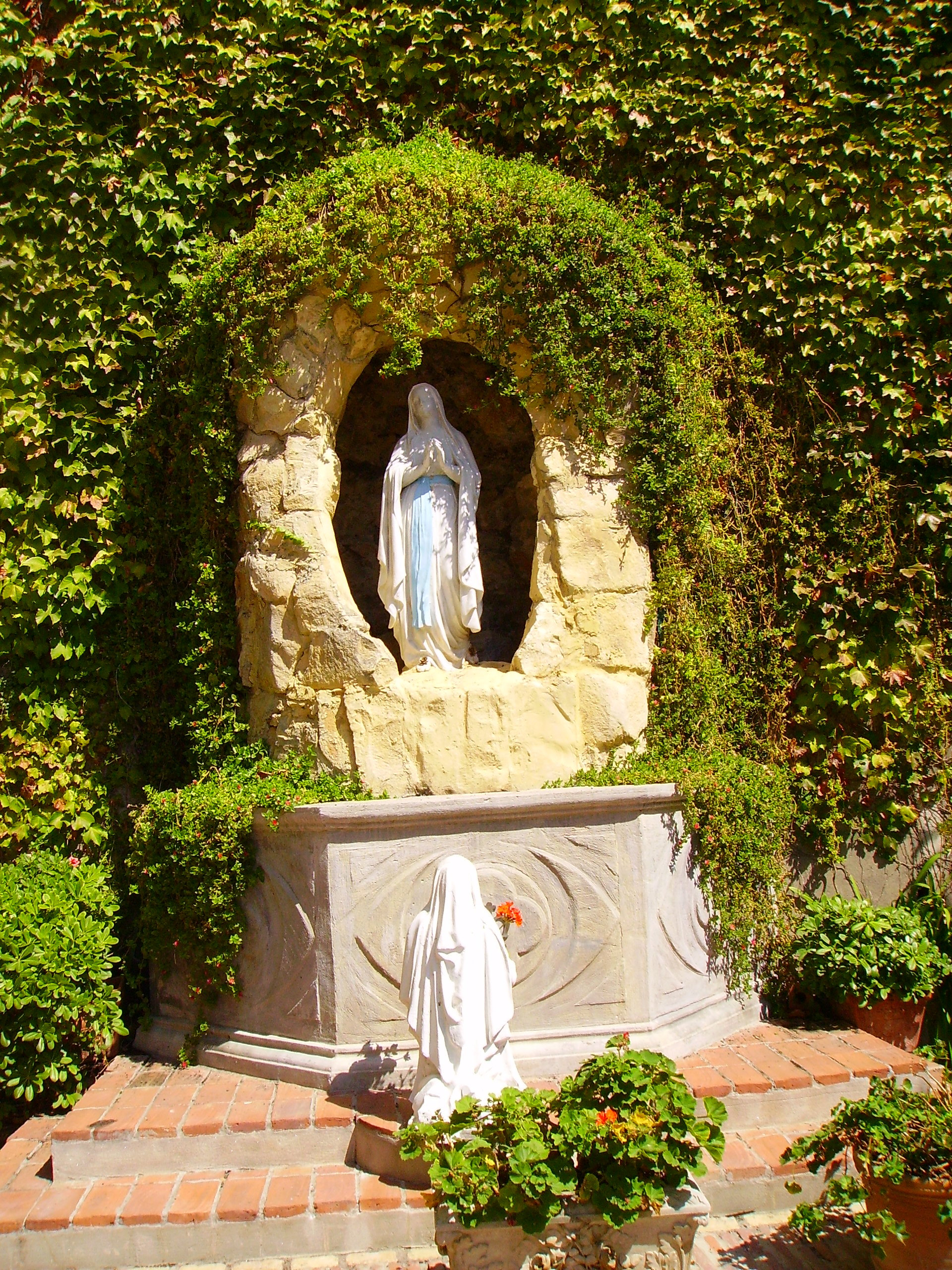 File Our Lady Of Lourdes Grotto Sacred Heart Church Jpg