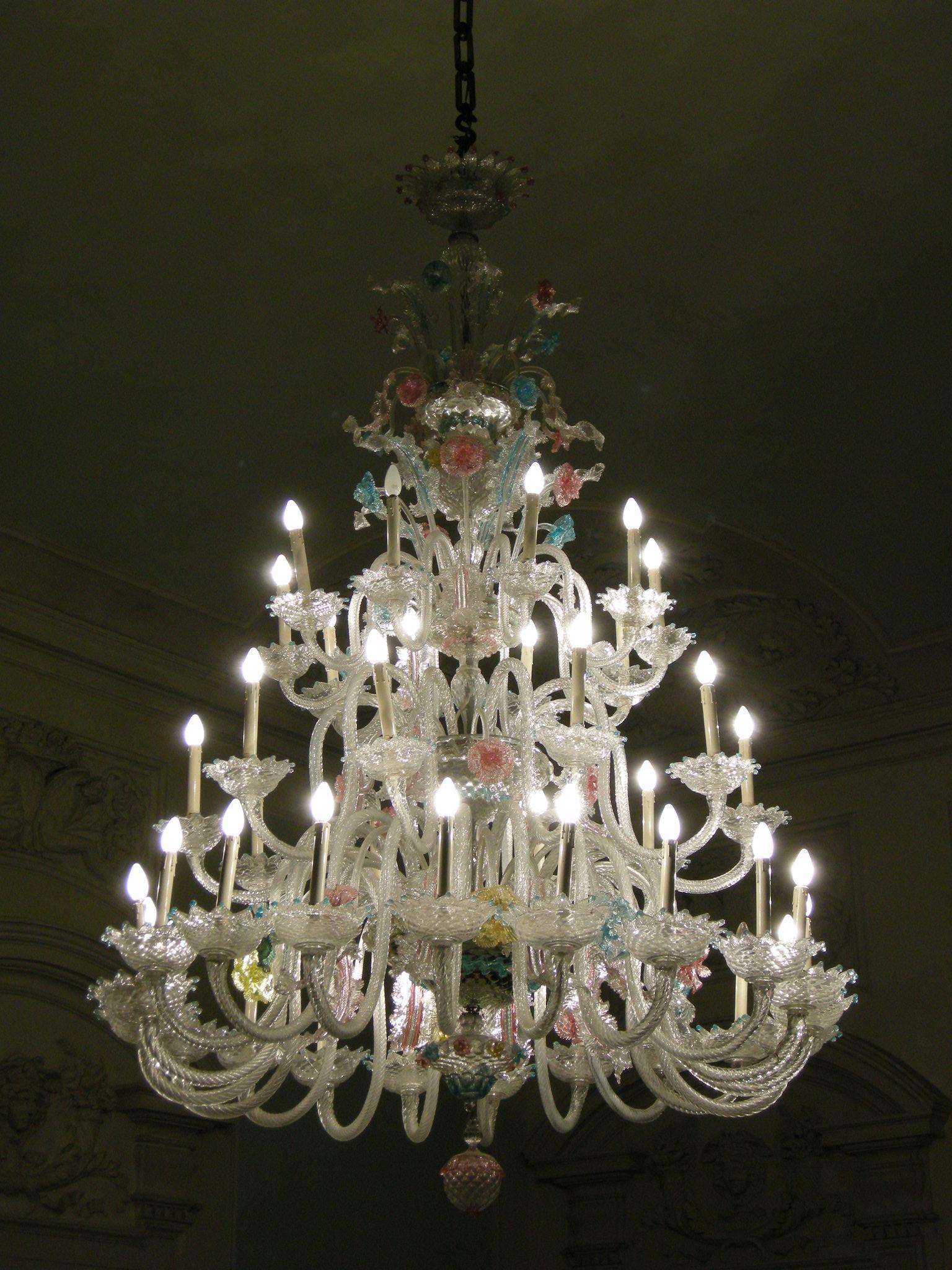 File:Palazzo compagni, salone, lampadario di murano 02.JPG - Wikimedia ...