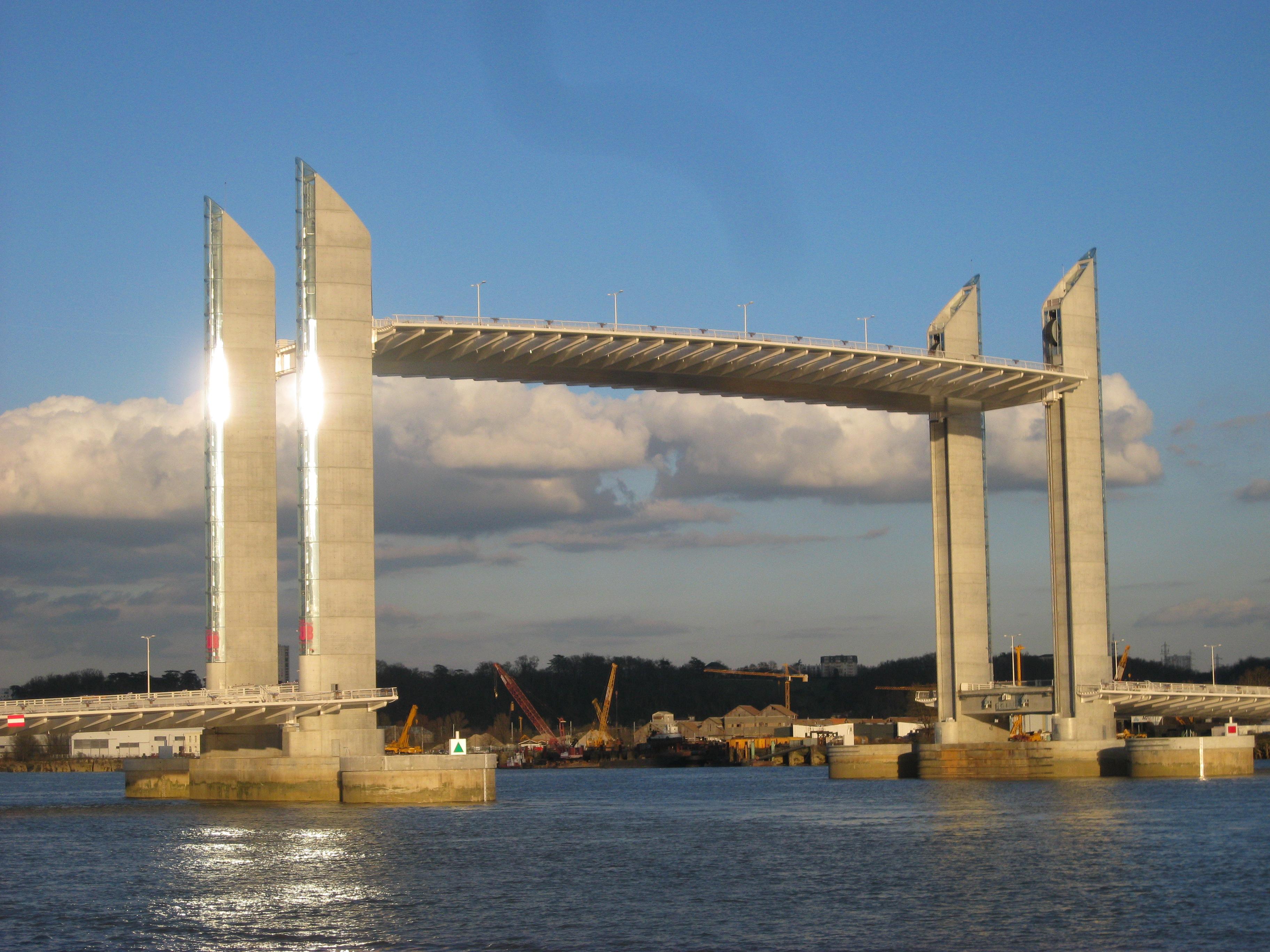 File pont jacques chaban delmas lev 02 jpg wikimedia commons - Le pont levant de bordeaux ...