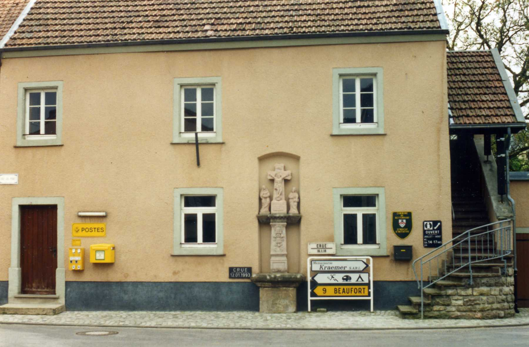 File:post office bureau de poste bettendorf luxembourg may 1995