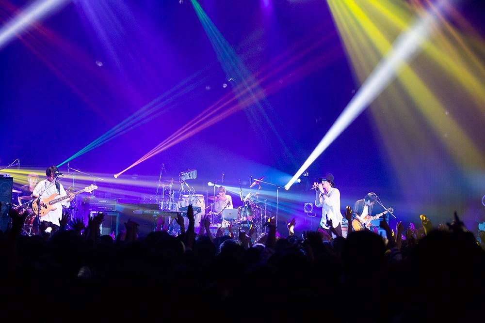 光が綺麗なRADWIMPSのライブ