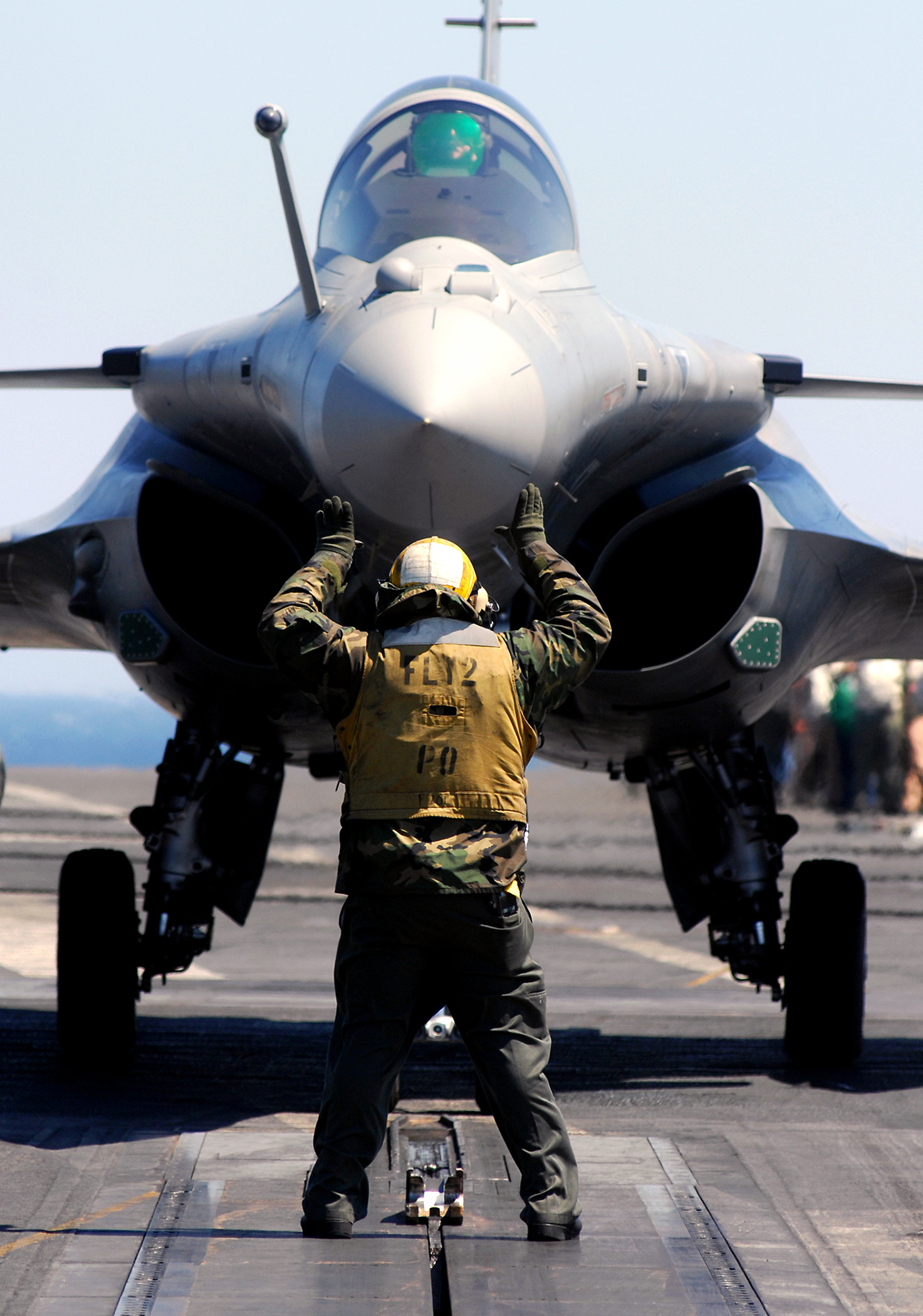 http://upload.wikimedia.org/wikipedia/commons/8/88/Rafale-080521-N-2984R-066.jpg