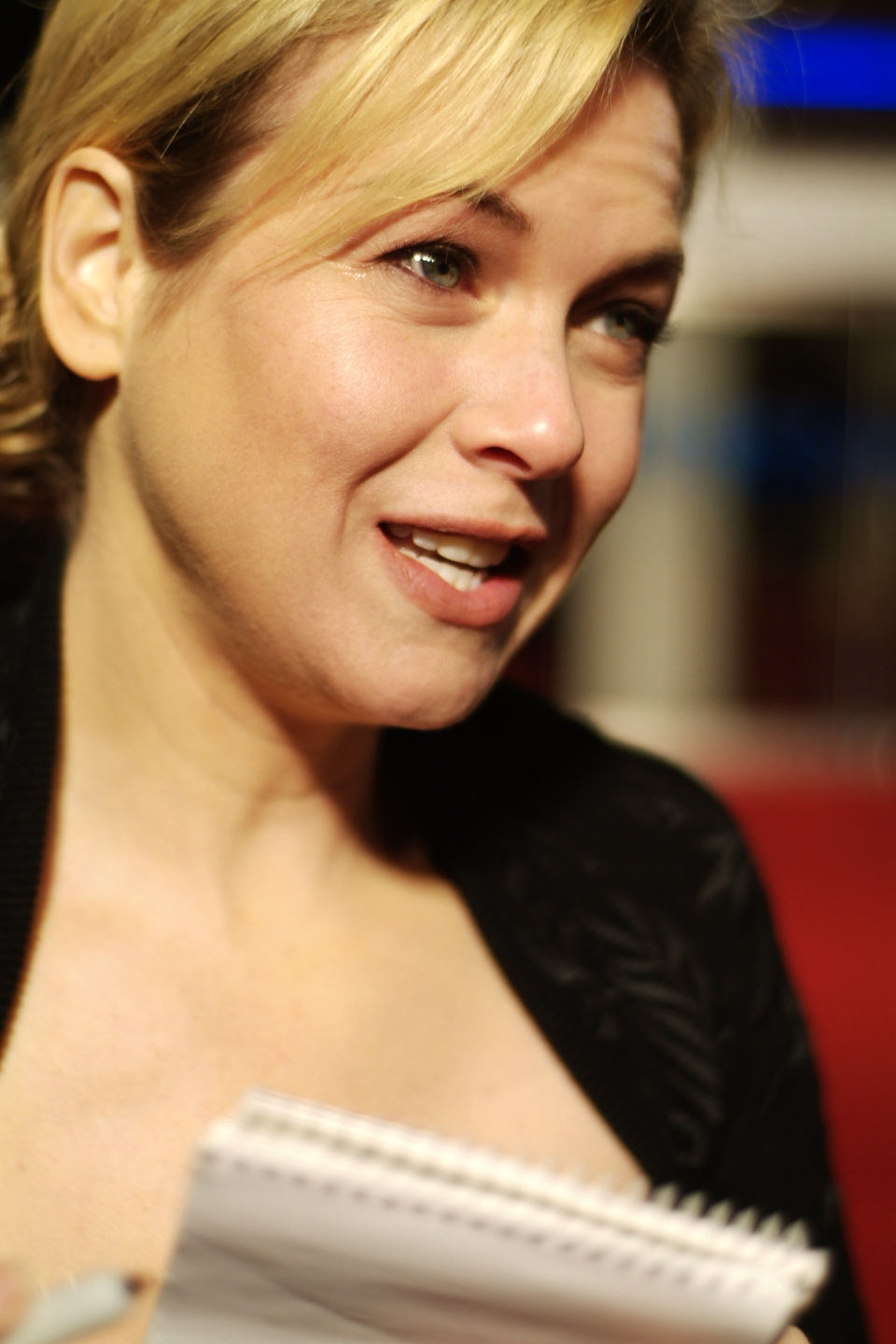 chicago and renee zellweger and review or essay What happened to renee zellweger – news what happened to renee zellweger offered the film favourable reviews in 1995, zellweger received wide acclaim.