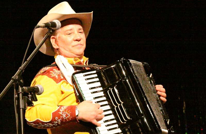 File:Riders accordion.jpg