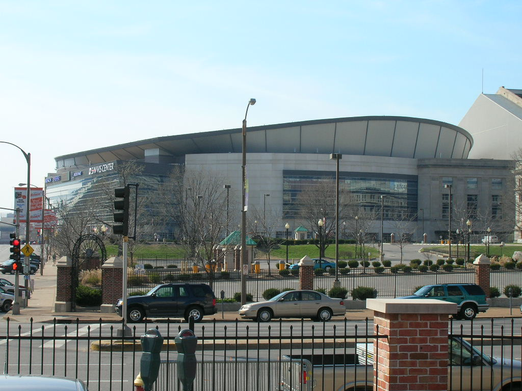 Scottrade_Center_3Apr2005.jpg