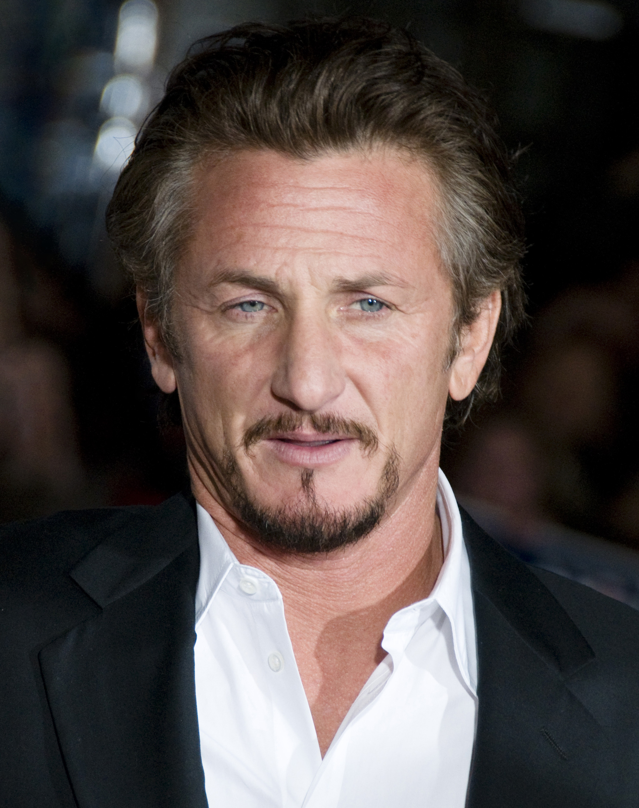 The 56-year old son of father Leo Penn and mother Eileen Ryan, 173 cm tall Sean Penn in 2017 photo