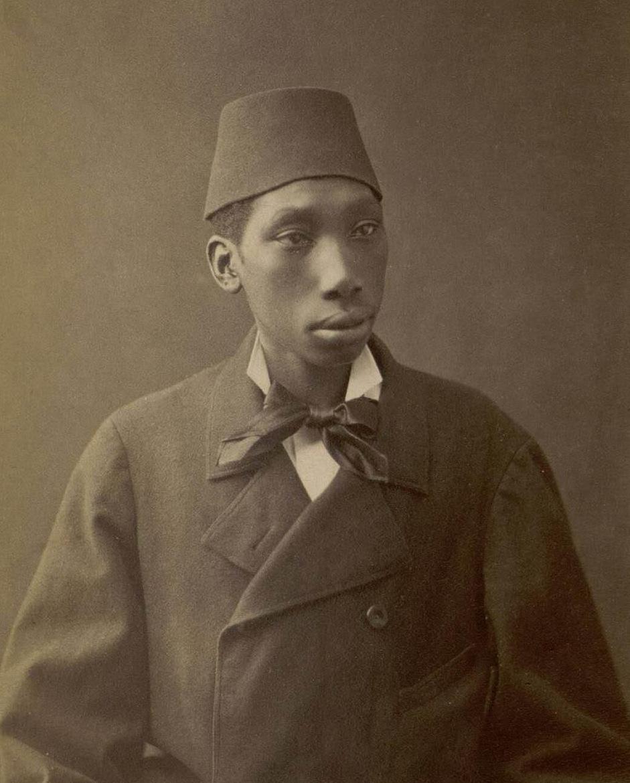 [Image: Sebah,_Pascal_%E2%80%93_Ottoman_Eunuch.JPG]